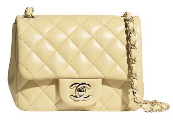 可以透過選擇金色配件,甚至是有黃色縫線的包款,讓色彩巧妙融入搭配中。