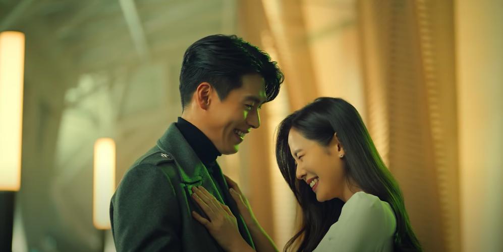孫藝珍秀出招牌的搥胸攻勢,宛如熱戀中的小情侶!