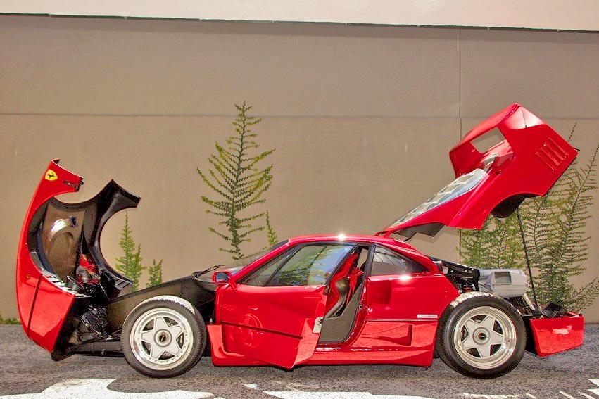 克維拉和碳纖維等複合材料打造的車體,全為速度而設計沒有其他功能,模組塊狀的設計方式,大大影響了後來的超跑汽車設計方式 ©rarecarsales.com.au