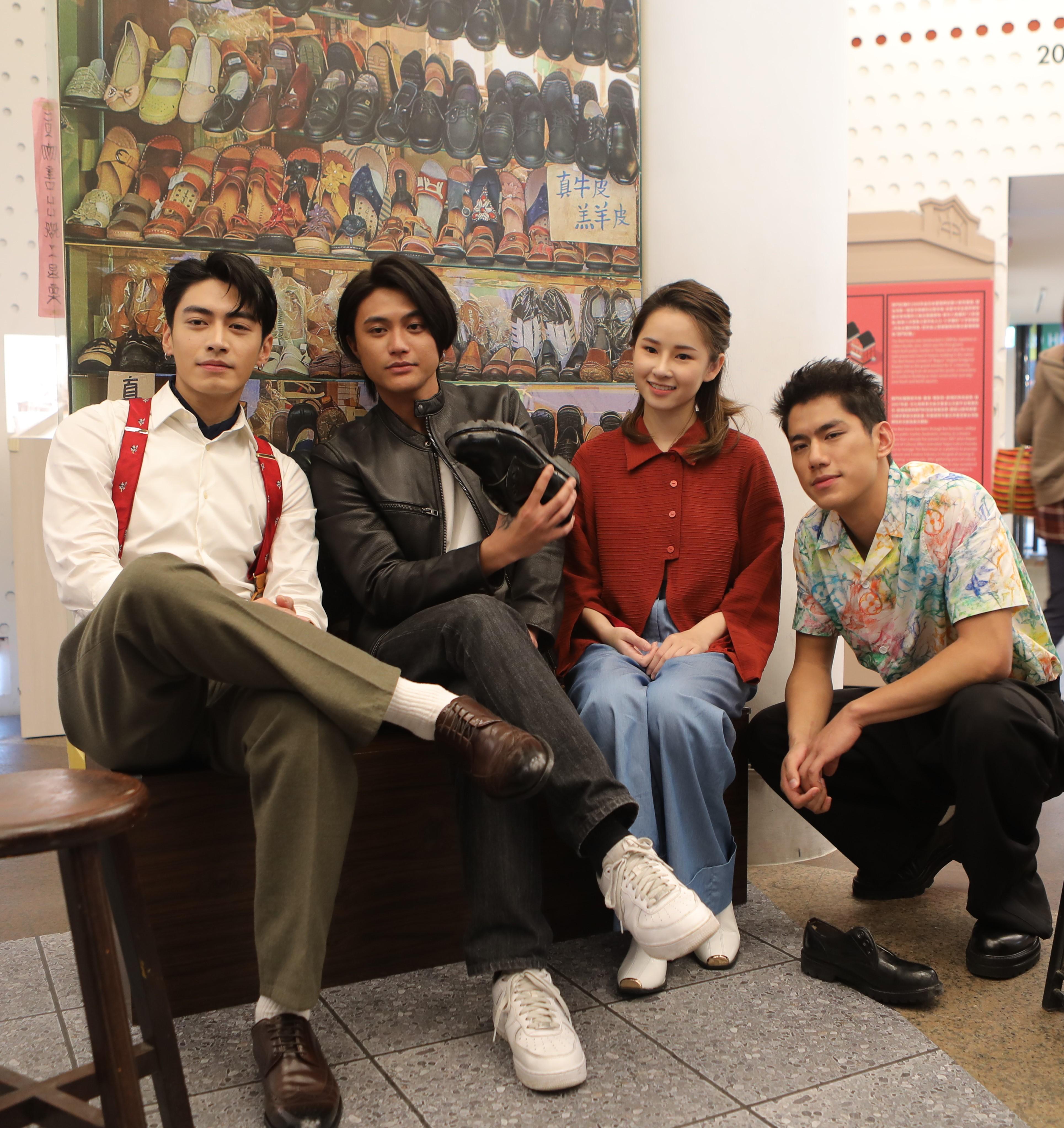 公視「天橋上的魔術師」演員西門紅樓展覽踩點 左起盧以恩、宋柏緯、朱軒洋、羅士齊
