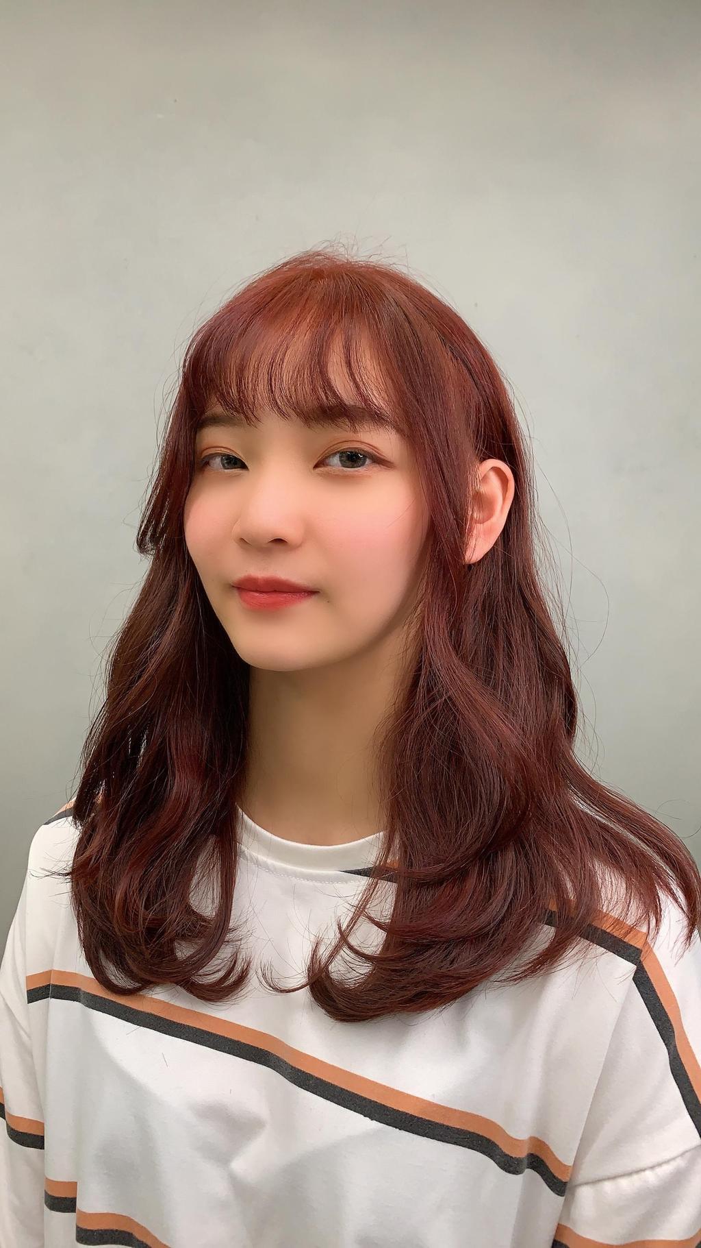 妝容精緻的韓系仙女小姐姐最適合溫柔自然的木馬捲