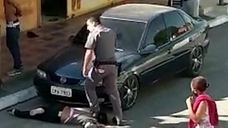Eu tinha muito orgulho da polícia, diz mulher negra que teve pescoço pisado por PM