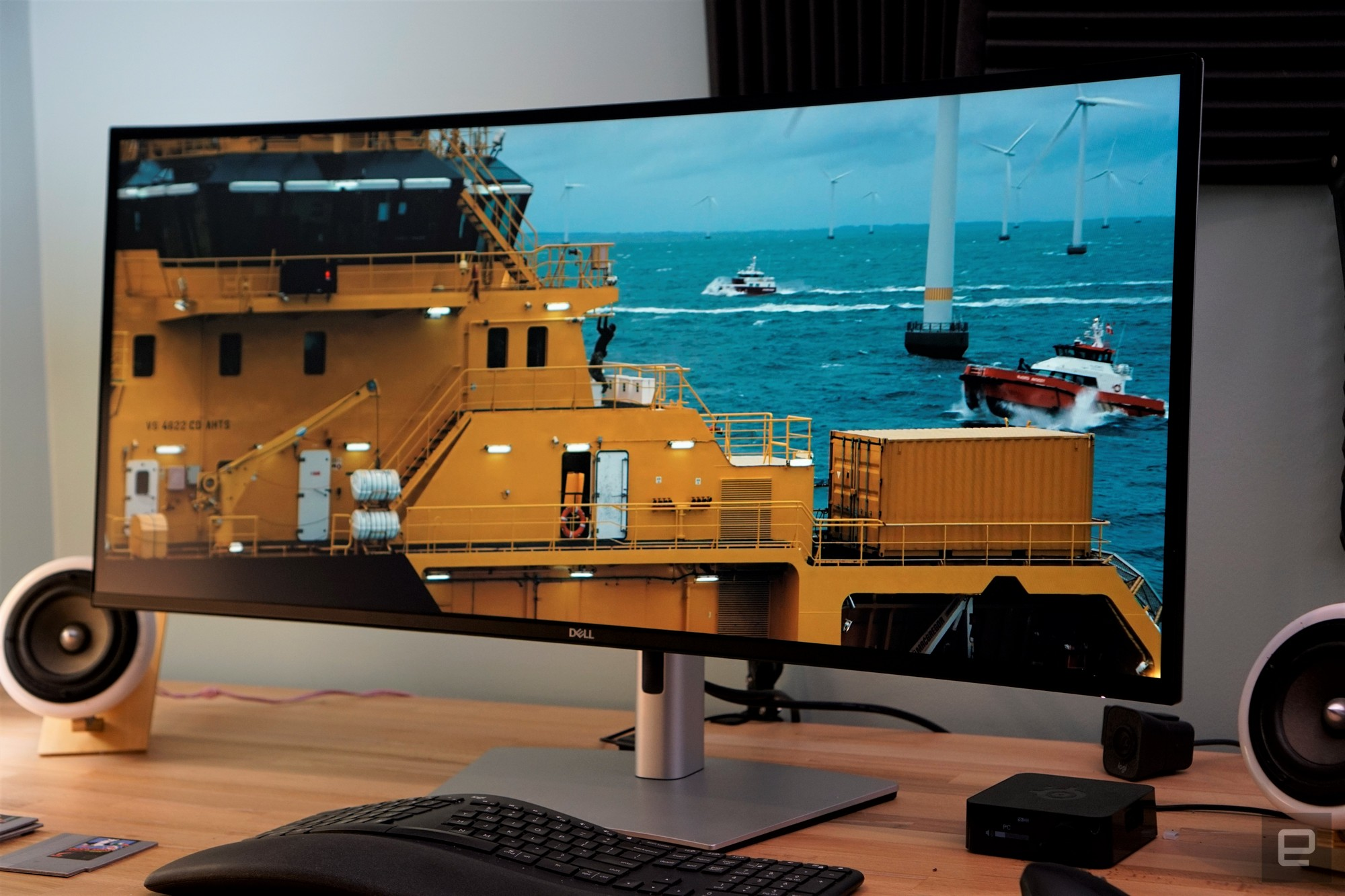 <p>Dell UltraSharp 40 ultrawide monitor</p>