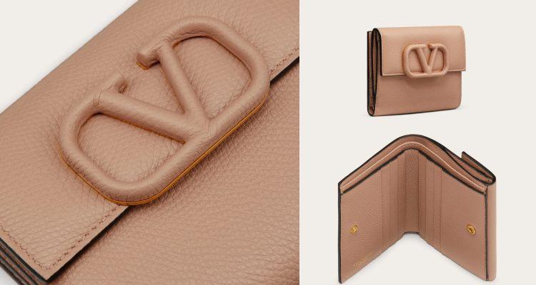 品牌除了用细腻的皮质展现此款短夹外,更将同一块皮料包覆在 Logo 上,让皮夹的包扣拥有独特的魅力。