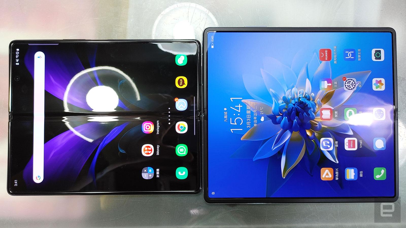 Mate X2 面積明顯比 Galaxy Z Fold 2 大。