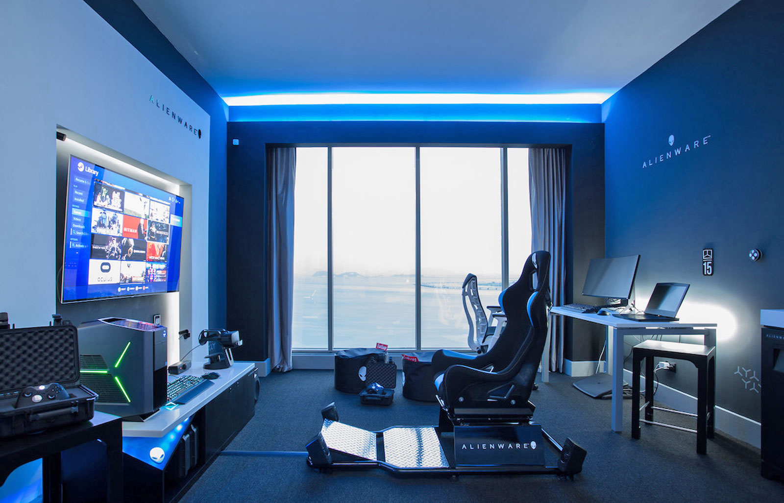 Alienware 與希爾頓集團在巴拿馬市的 Hilton Panama 裡,設置了一間電競主題的套房 Room 2425,裡面放置了 Alienware 的電競 PC 和配件、Oculus Rift VR 裝置,以及 Xbox One Elite 手把。