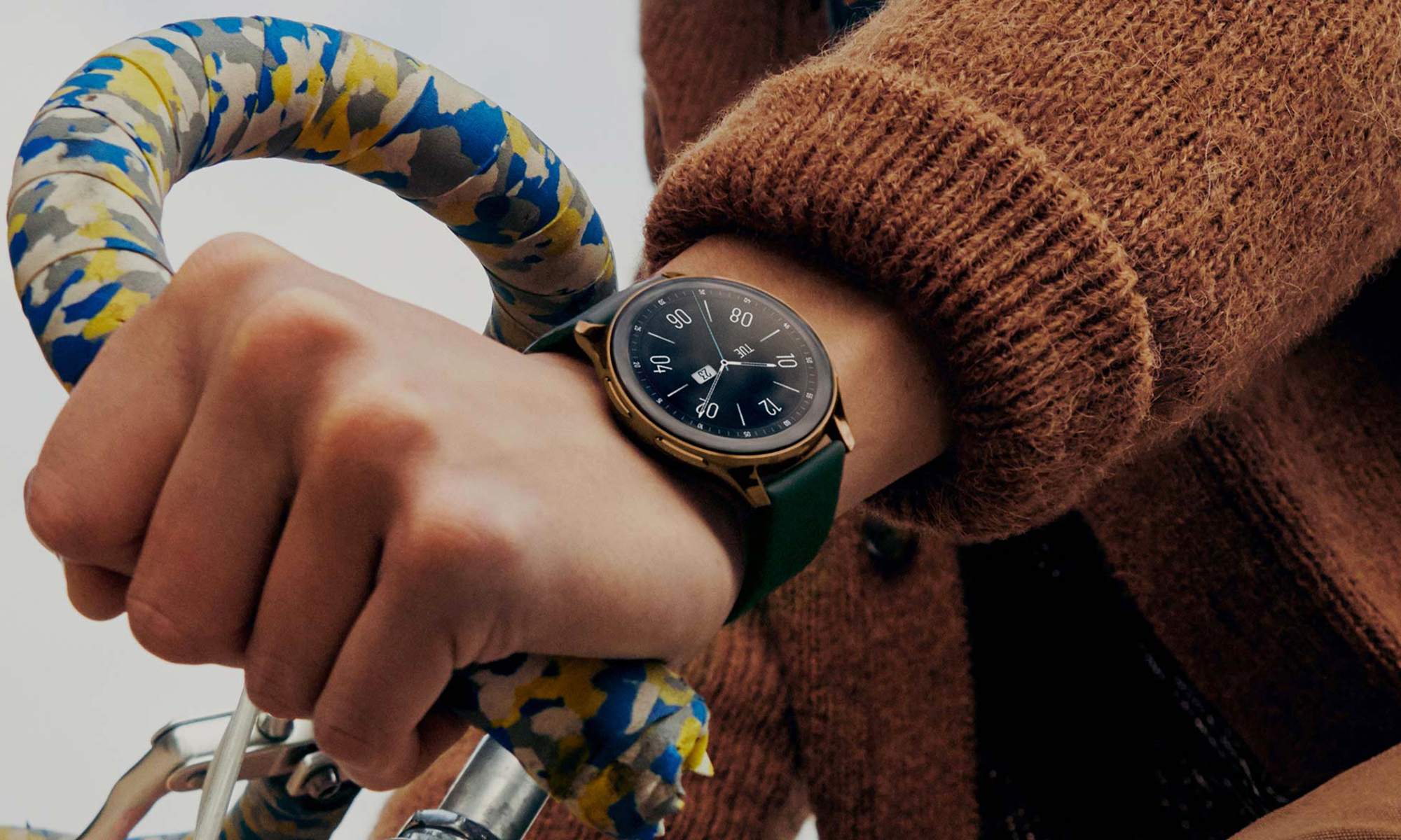 <p>Various press images showing people wearing the OnePlus Watch.</p>