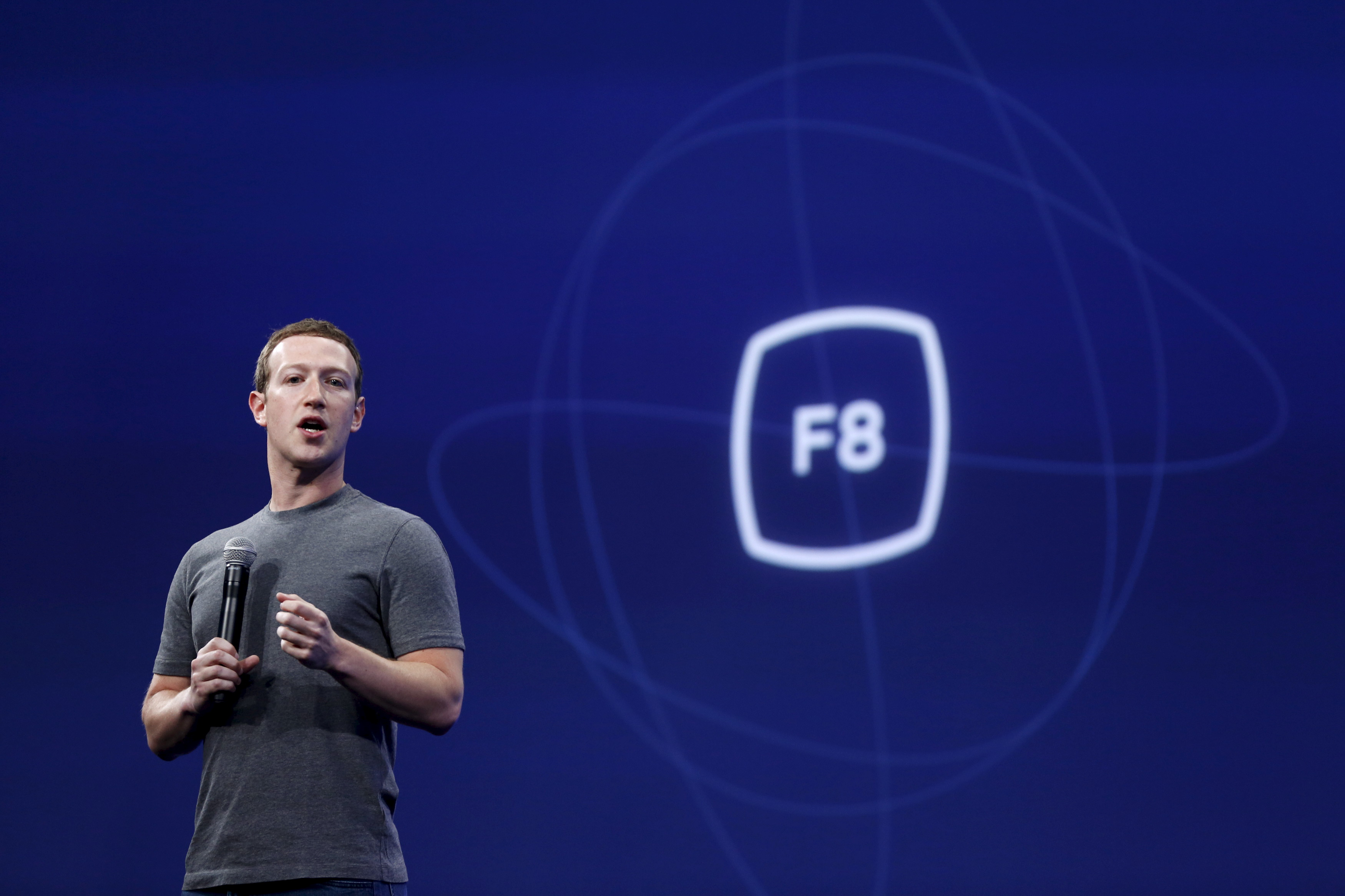 Facebook CEO Mark Zuckerberg speaks during his keynote address at Facebook F8 in San Francisco, California March 25, 2015. REUTERS/Robert Galbraith-GF10000038116