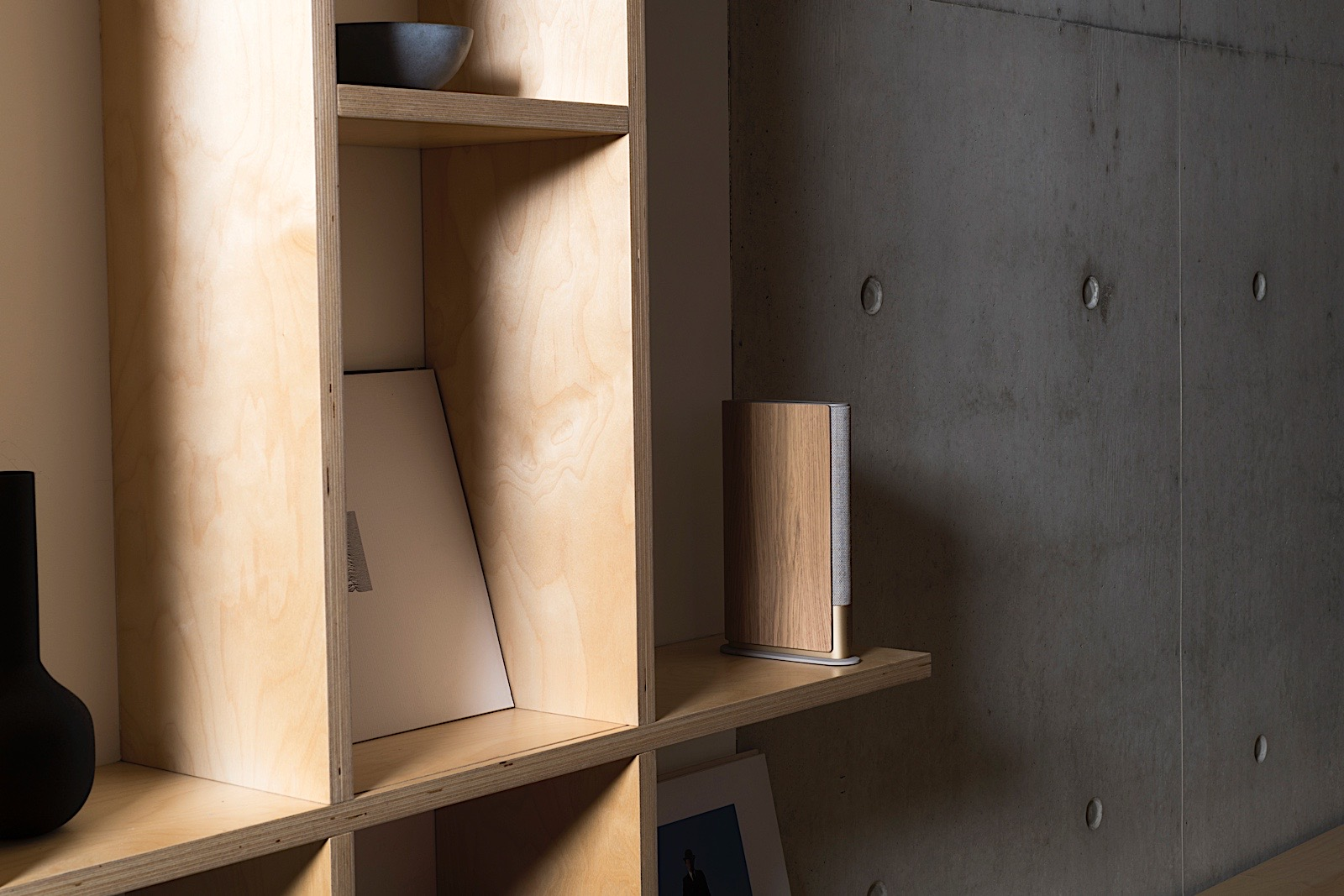 <p>With a design inspired by a book, Bang &amp; Olufsen's Beosound Emerge is an impressively slim and full-featured speaker.</p>