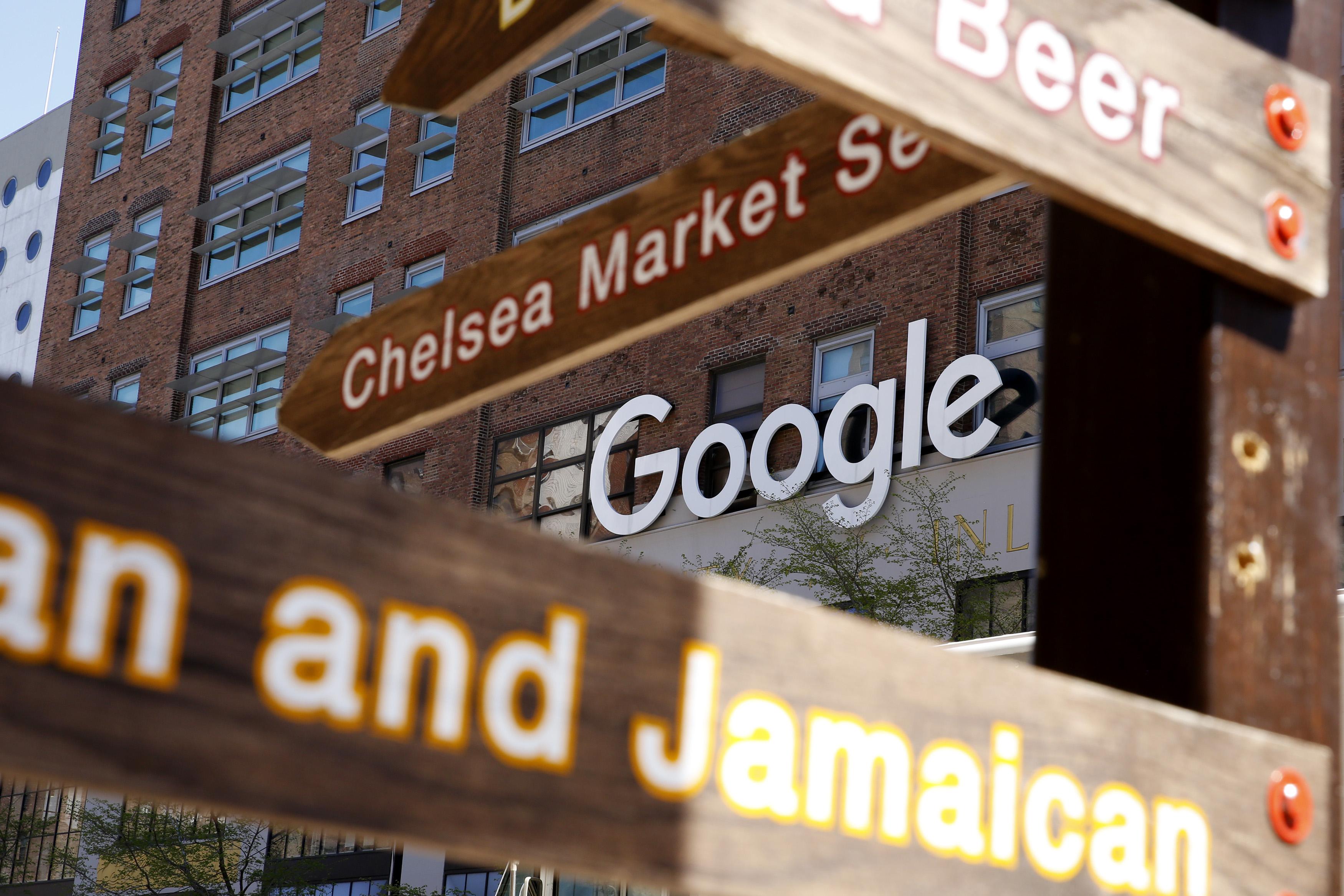紐約-紐約-4月13日:在2021年4月13日在紐約的公司辦公室看到Google徽標。 在2021年全球氣候變化峰會召開之前,包括Google和Mc Donalds在內的300多家公司正在推動拜登政府將美國削減地球溫室氣體排放的目標幾乎提高一倍。