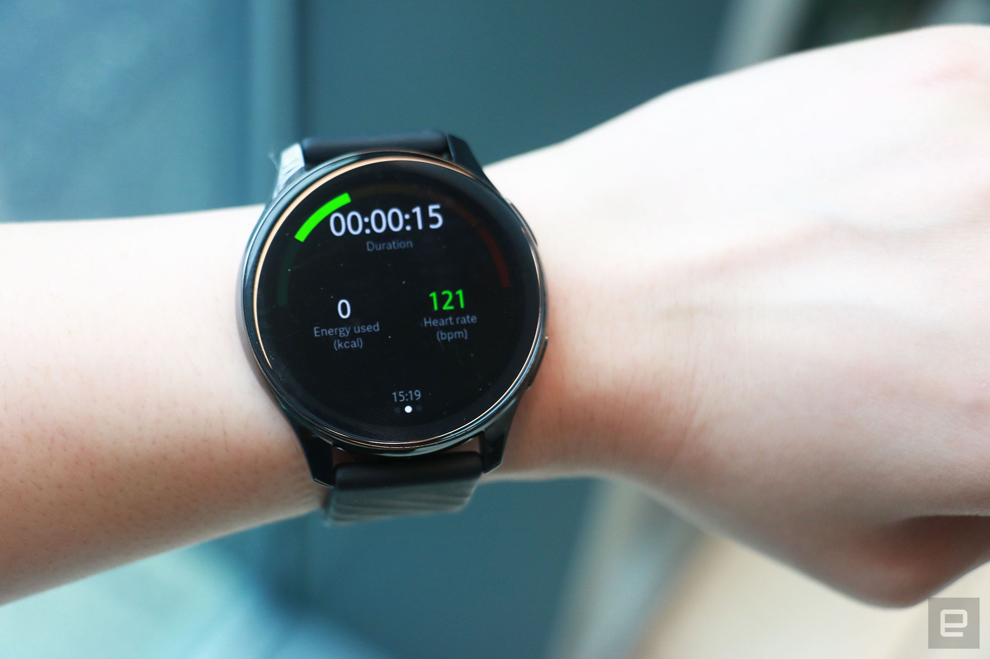 <p>OnePlus Watch review photos. OnePlus Watch on a wrist showing a workout session being logged. Onscreen metrics include duration, energy used (kcal) and heart rate.</p>