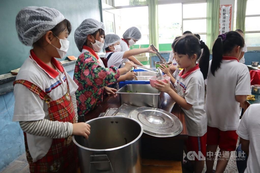 偏鄉學童午餐補助調高 137座中央廚房明年上路