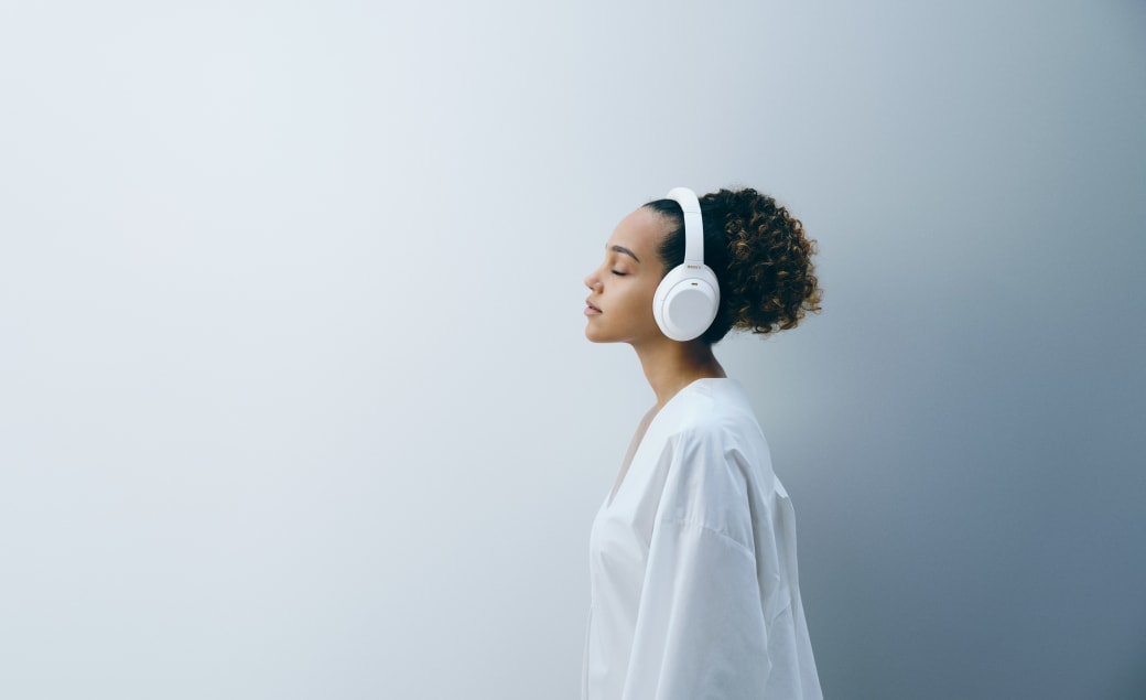 Sony is releasing its WH-1000XM4 headphones in white for a limited time