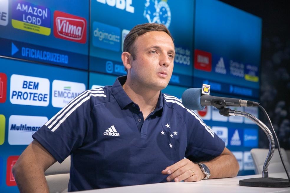 Mazzuco fala de reforços no Cruzeiro, redução na folha e vitória no clássico
