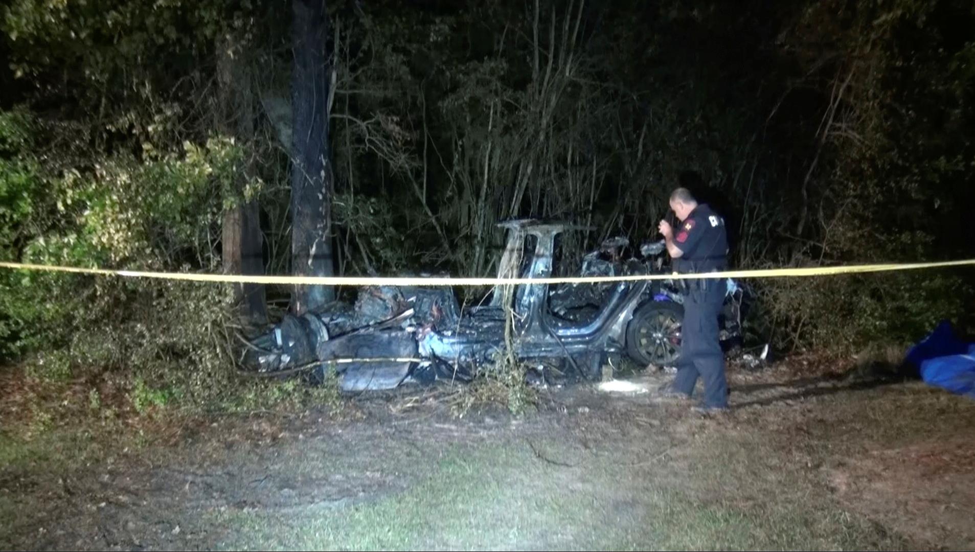 Un'auto Tesla senza conducente si schianta in Texas: due morti