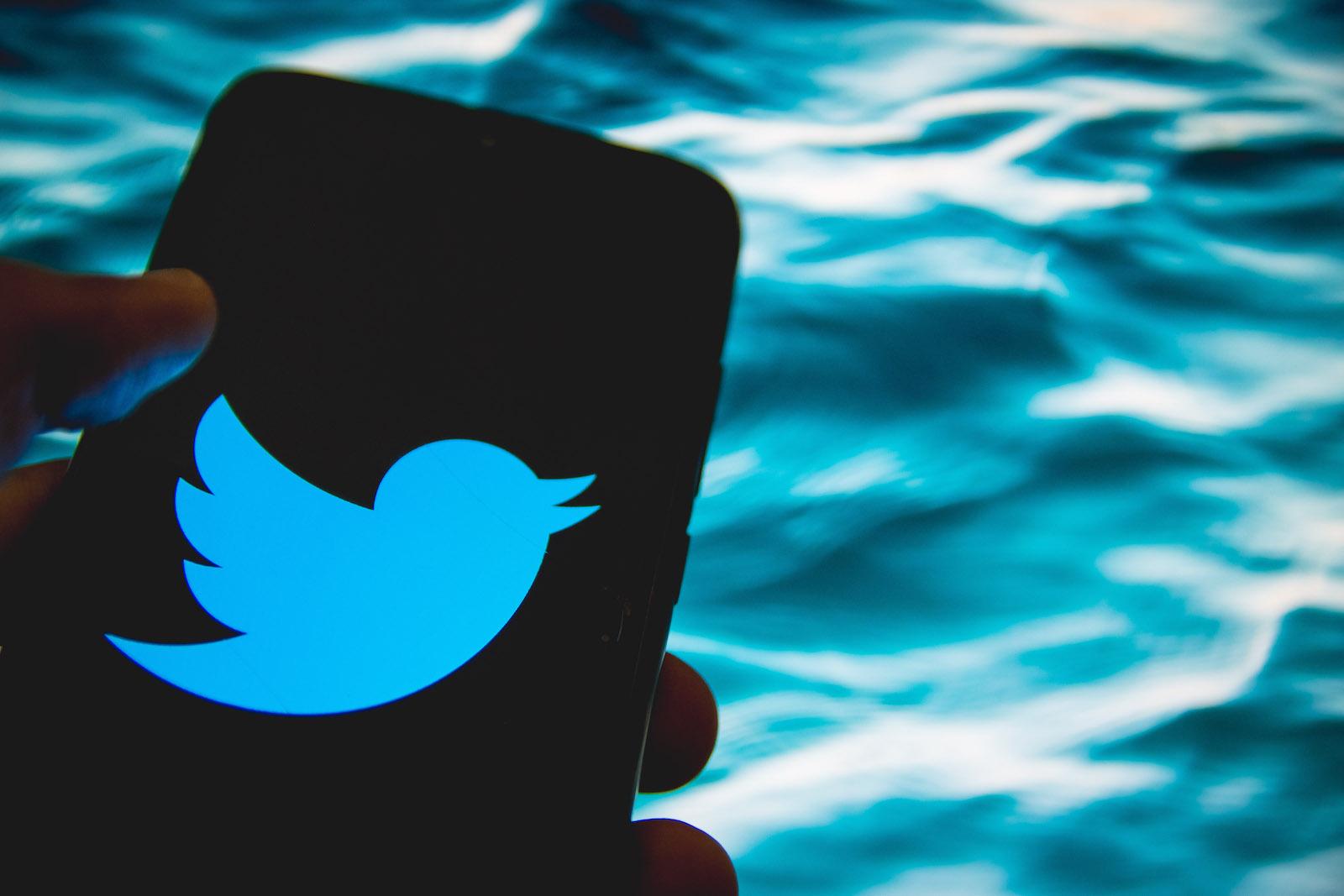 在此照片插圖中,Twitter徽標於2021年4月14日在希臘雅典的智能手機屏幕上顯示。(照片由Nikolas Kokovlis / NurPhoto via Getty Images提供)