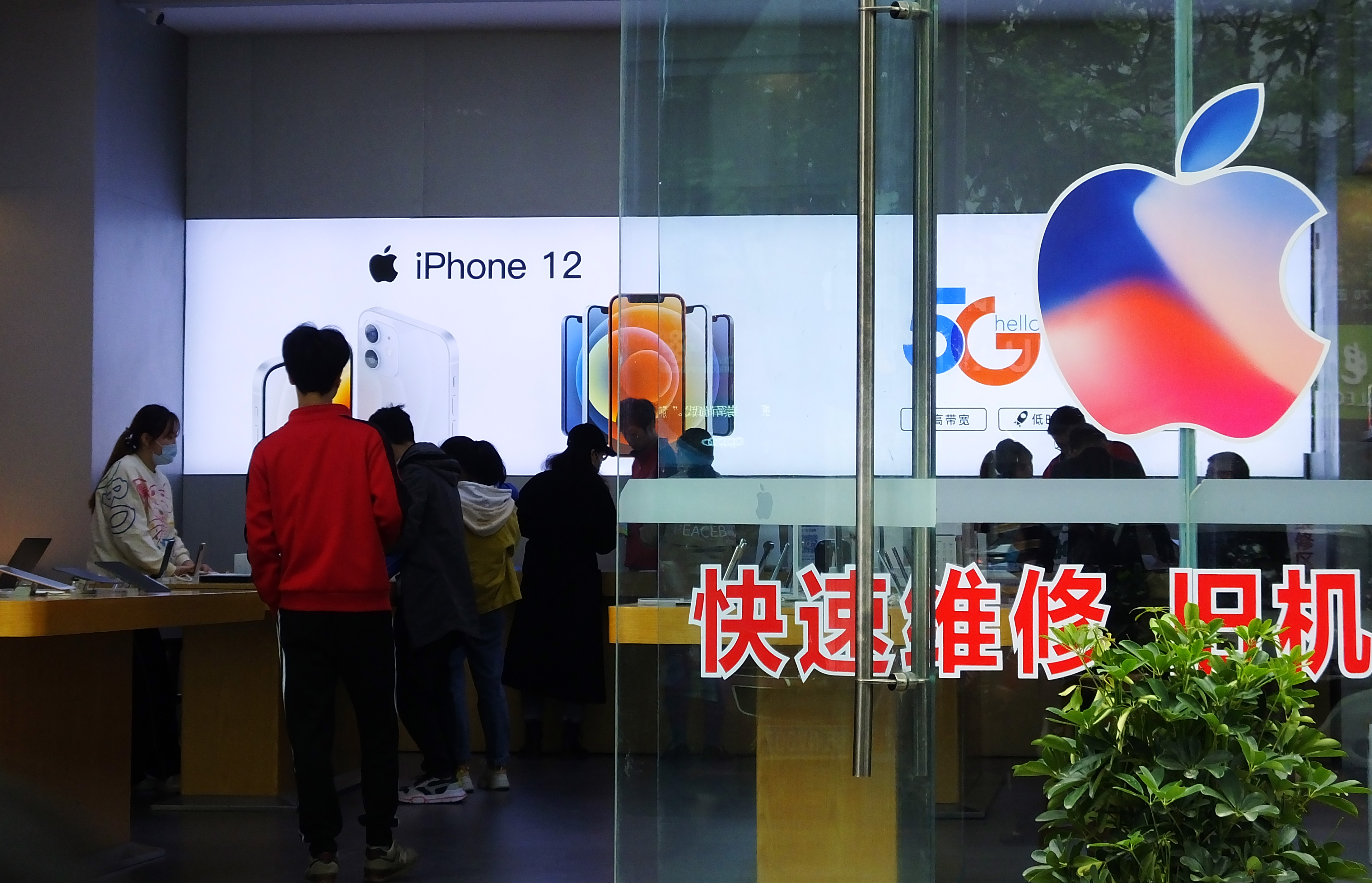 Apple accused of giving Chinese government control over local data | Engadget