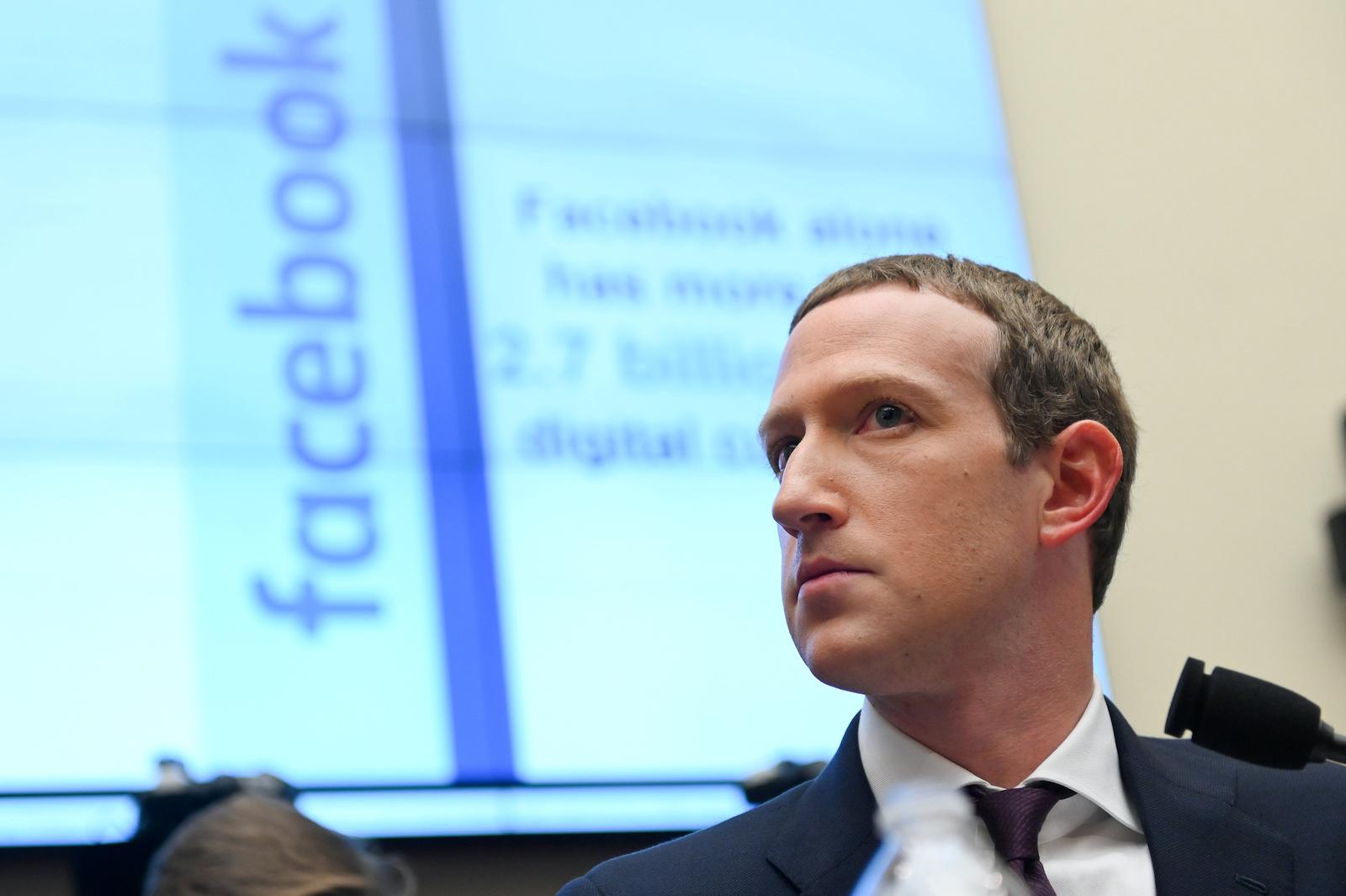 Facebook董事長兼首席執行官馬克·扎克伯格(Mark Zuckerberg)於2019年10月23日在美國華盛頓舉行的眾議院金融服務委員會聽證會上作證。