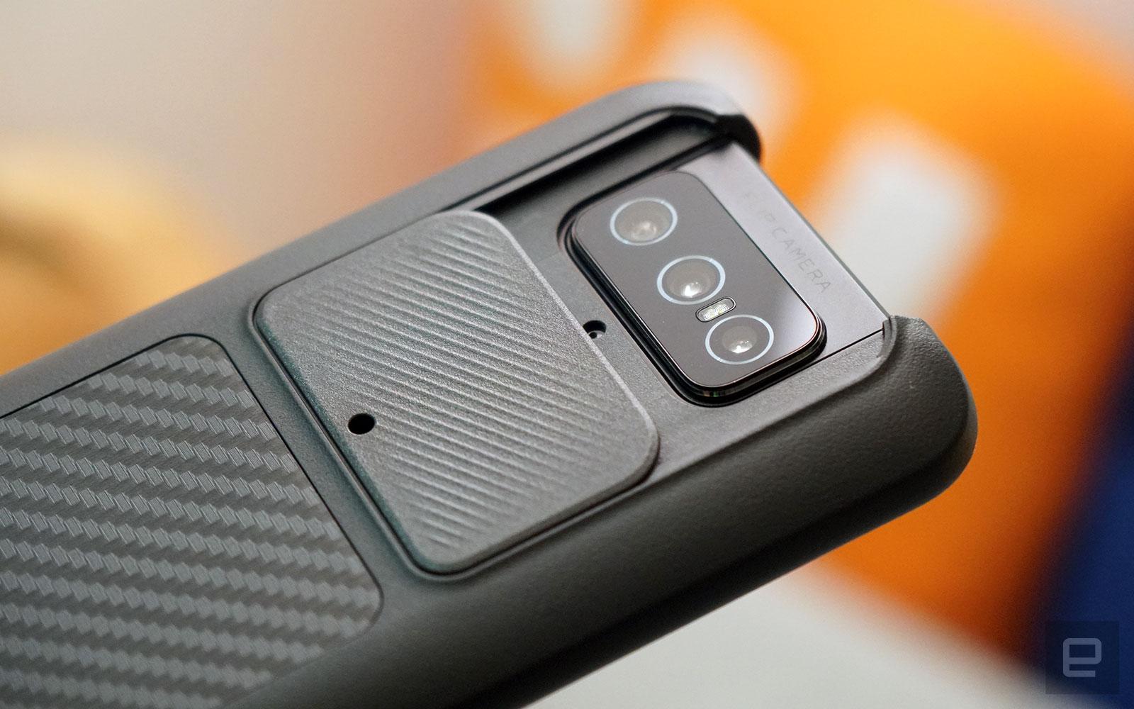 <p>ASUS ZenFone 8 Flip in a RhinoShield SolidSuit case.</p>