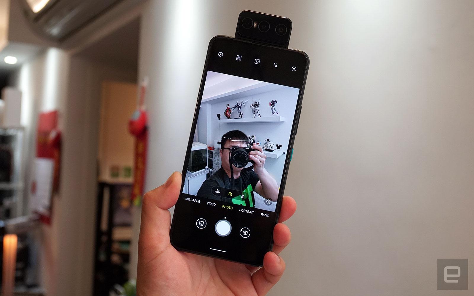 <p>ASUS ZenFone 8 Flip</p>