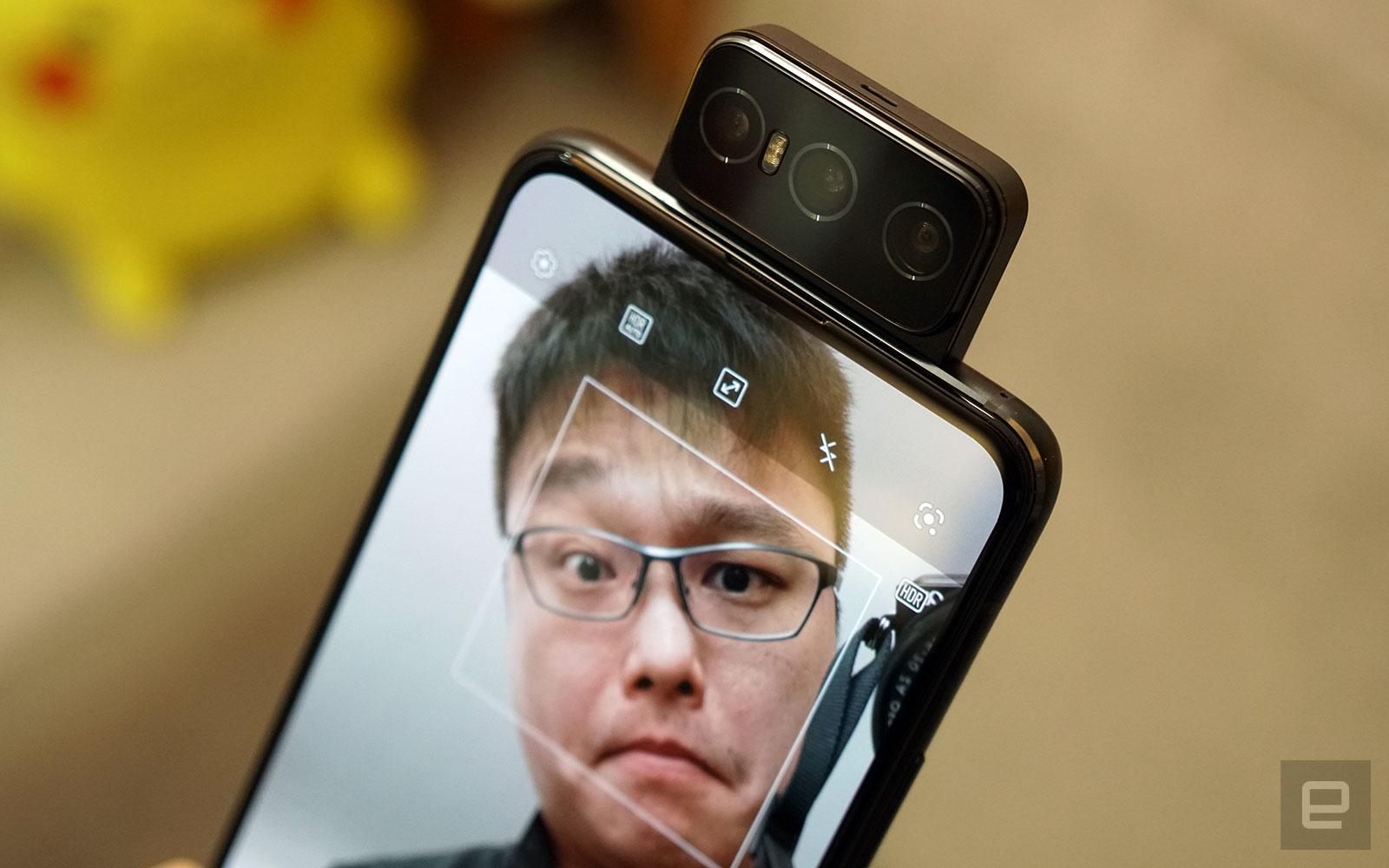 <p>ZenFone 8 Flip</p>