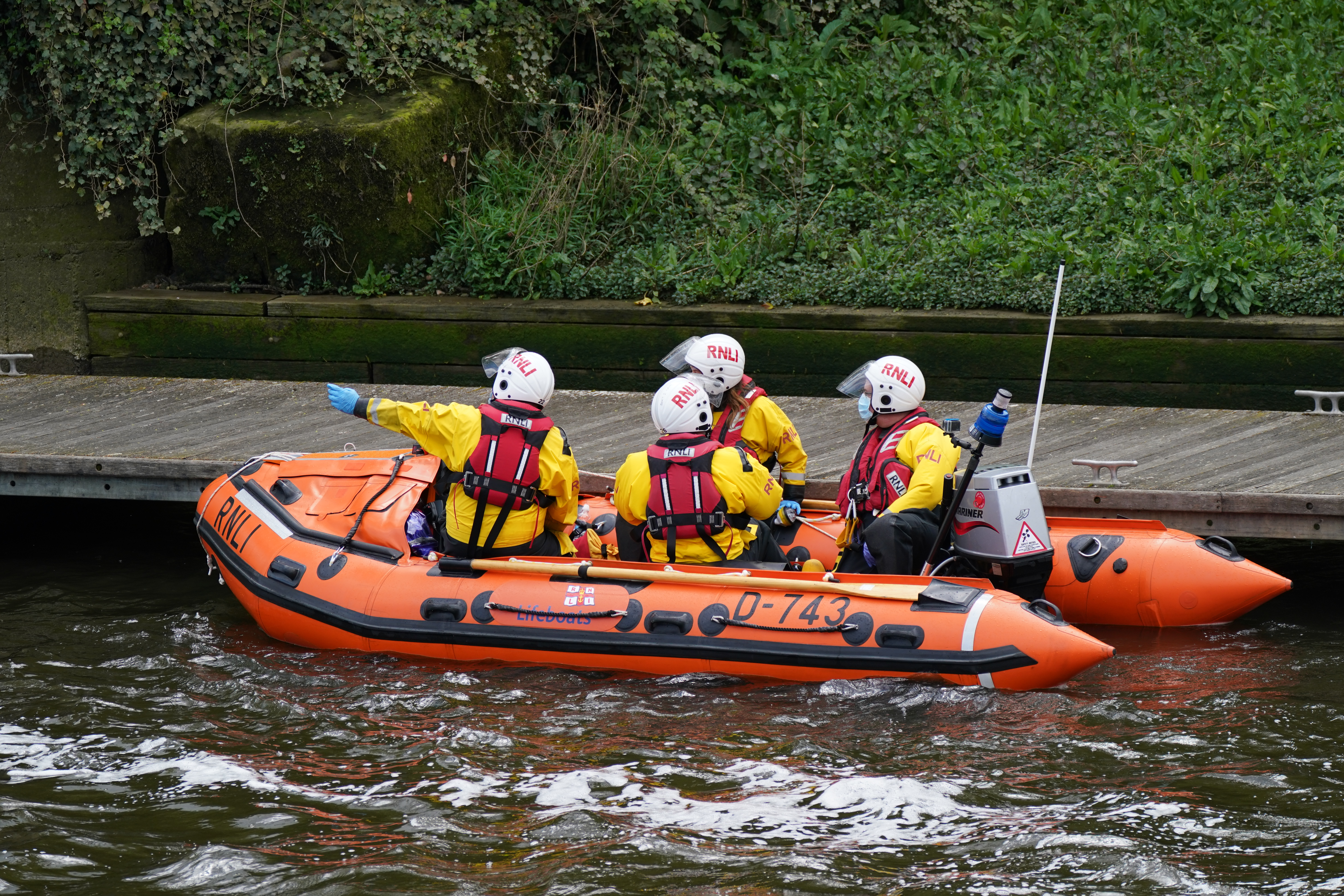 <p>RNLI boat and crew at Teddington Lock get ready to assist a Minke whale, between three to four metres long, which was freed on Sunday after it became stuck on Richmond lock�s boat rollers, but has remained in the Thames. Picture date: Monday May 10, 2021.</p>