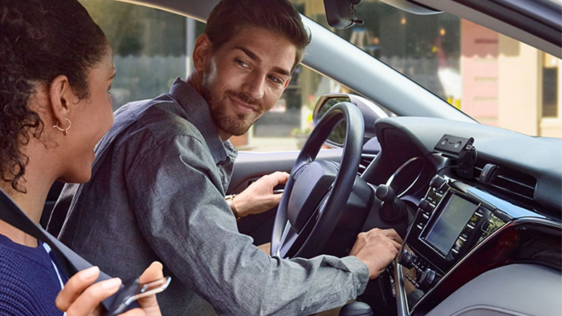 This $70 device makes it easy to stay connected in an older car — here's why shoppers love it