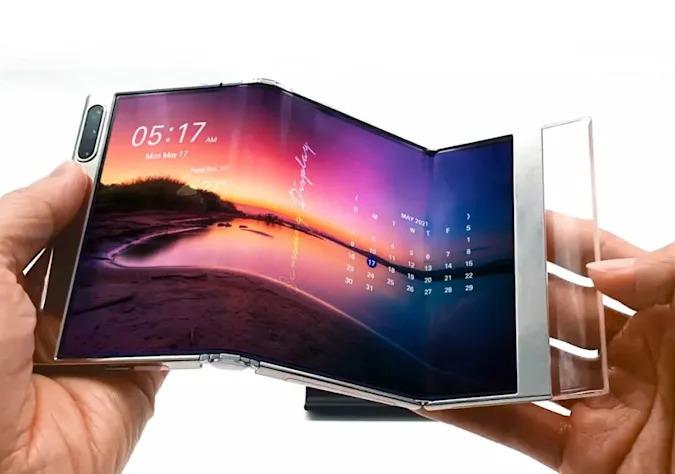 Samsung demos Tri-fold display and Take-up display