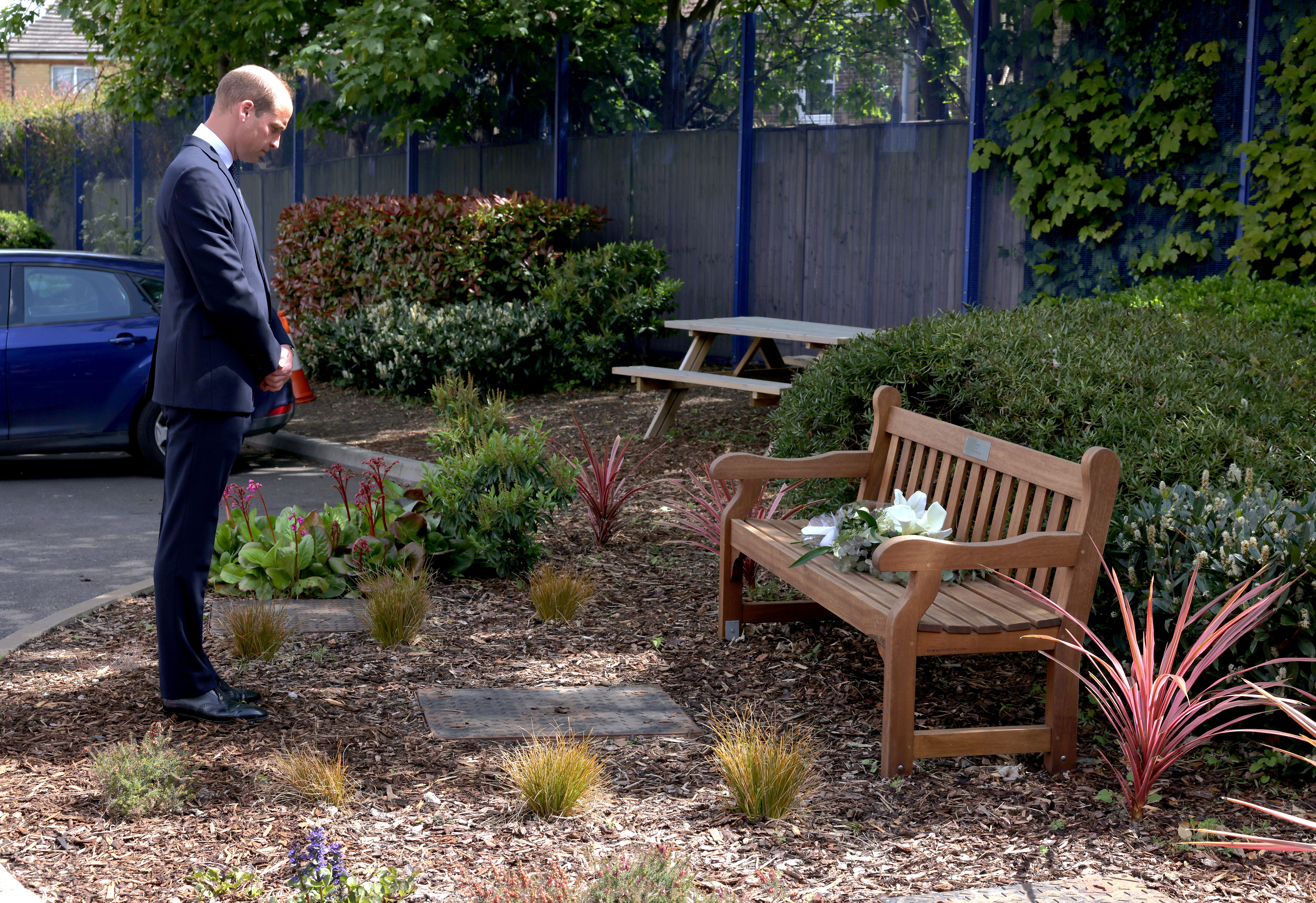 <p>The Duke of Cambridge lays a wreath in memory of Sergeant Matt Ratana, who was killed in the line of duty, during a visit to Croydon Custody Centre. Picture date: Wednesday May 12, 2021.</p>