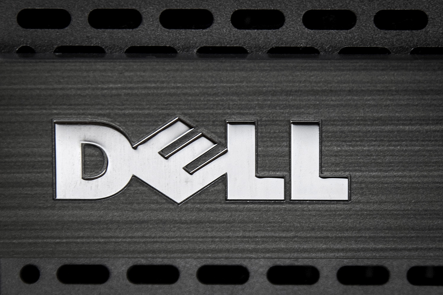 A Dell logo is pictured on the front of a computer in this photo illustration in the Manhattan borough of New York October 12, 2015. Computer maker Dell Inc said on Monday it had agreed to buy data storage company EMC Corp in a $67 billion record technology deal that will unite two mature companies and create an enterprise technology powerhouse.   REUTERS/Carlo Allegri - GF10000242244