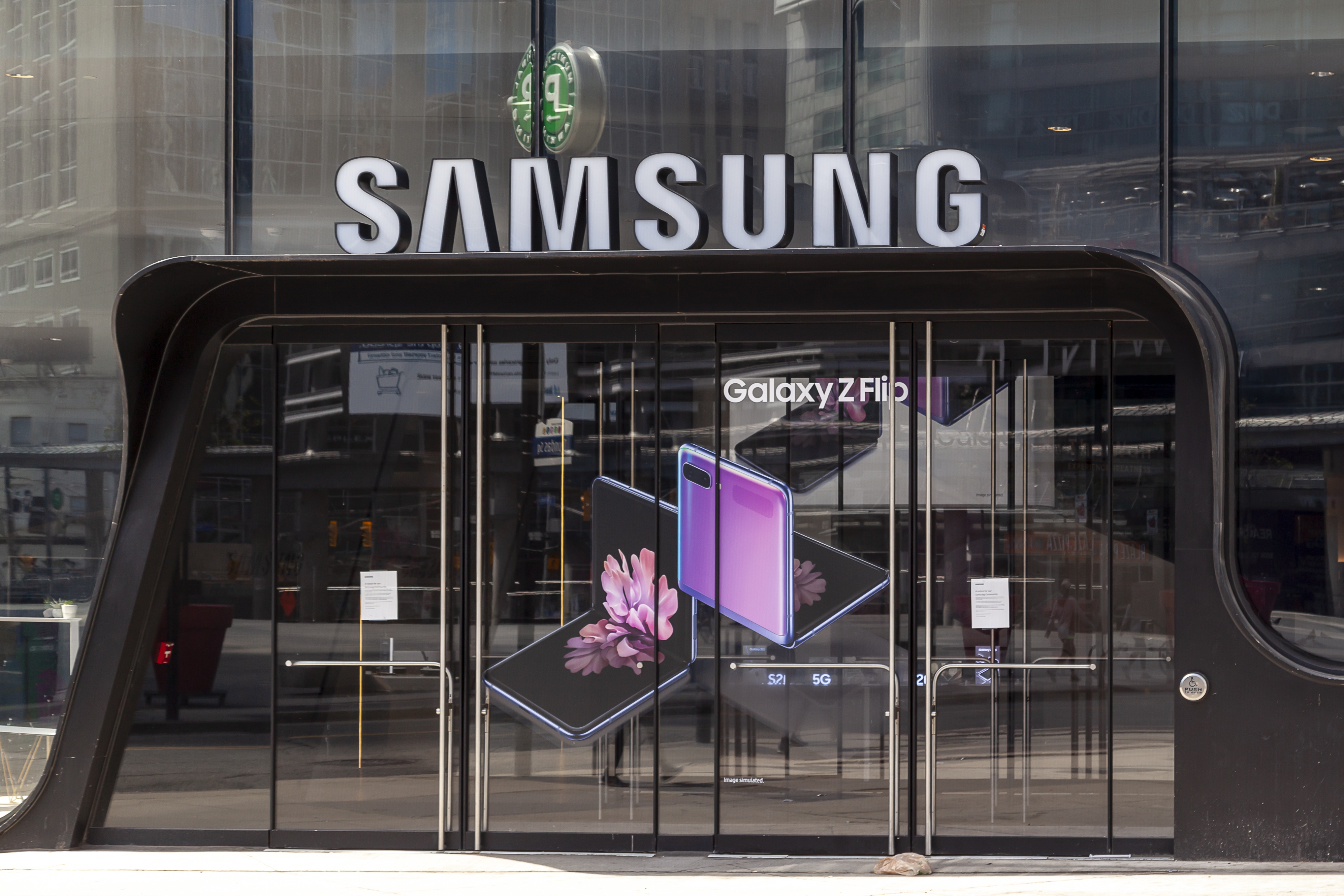 Samsung posts record-high revenue thanks to its chip and mobile businesses