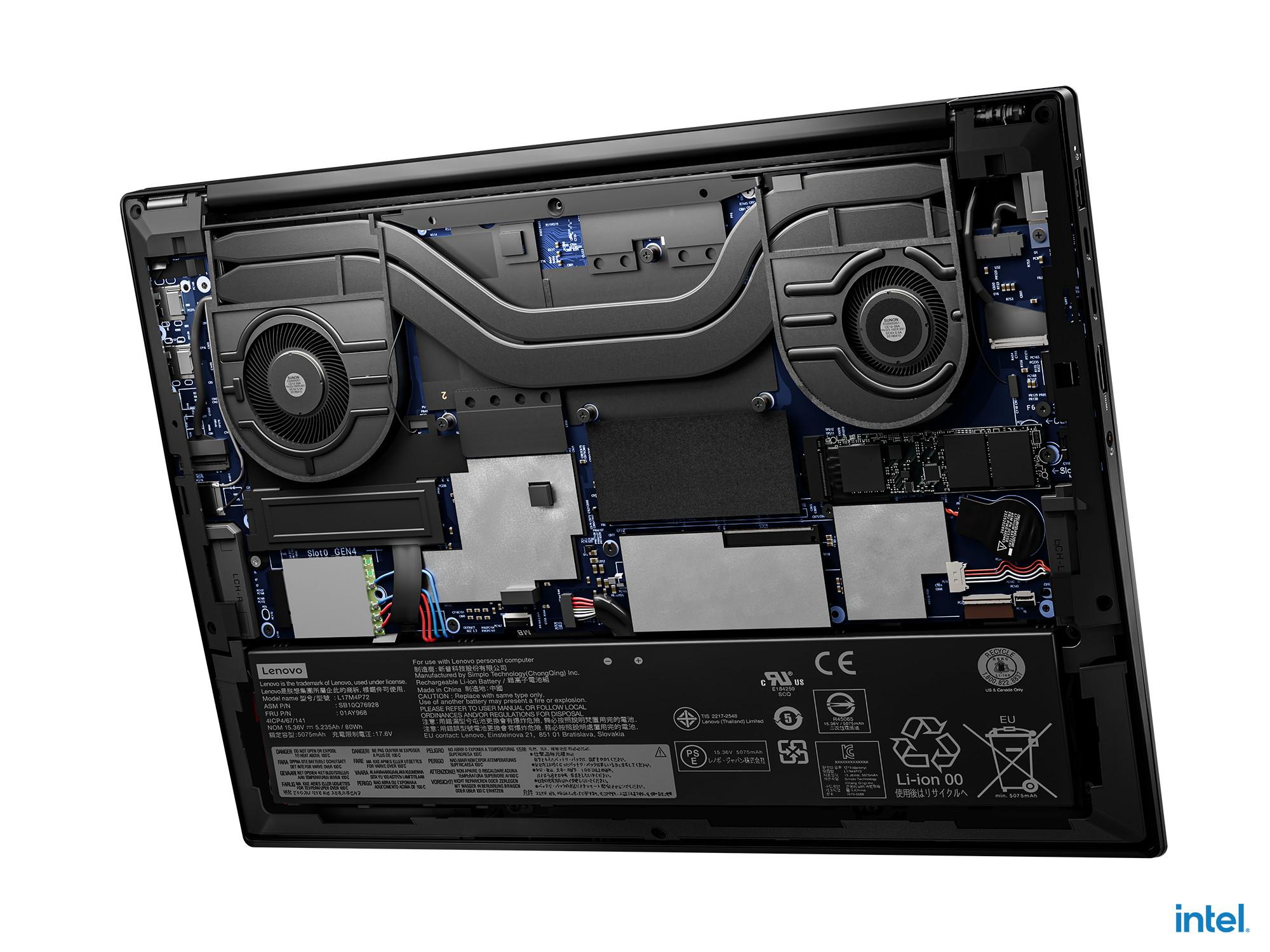 ▲ Se quita el panel inferior Aproximadamente la mitad está ocupada por el mecanismo de enfriamiento