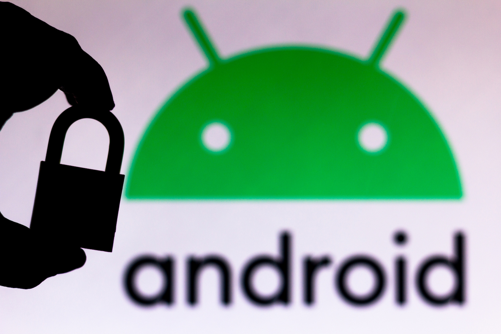 BRAZIL - 2020/07/11: In this photo illustration a padlock appears next to the Android logo. Online data protection/breach concept. Internet privacy issues. (Photo Illustration by Rafael Henrique/SOPA Images/LightRocket via Getty Images)