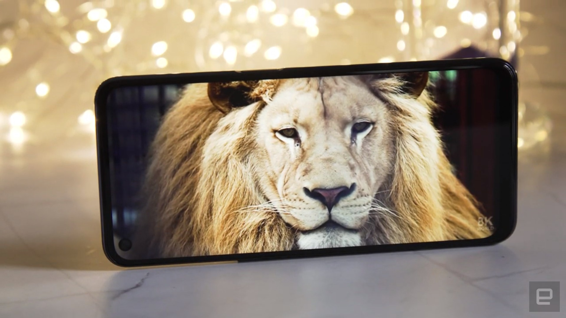 <p>OnePlus Nord N200 5G review picture. An image of a lion on the OnePlus Nord N200's 6.49-inch screen against a backdrop with fairy lights.</p>