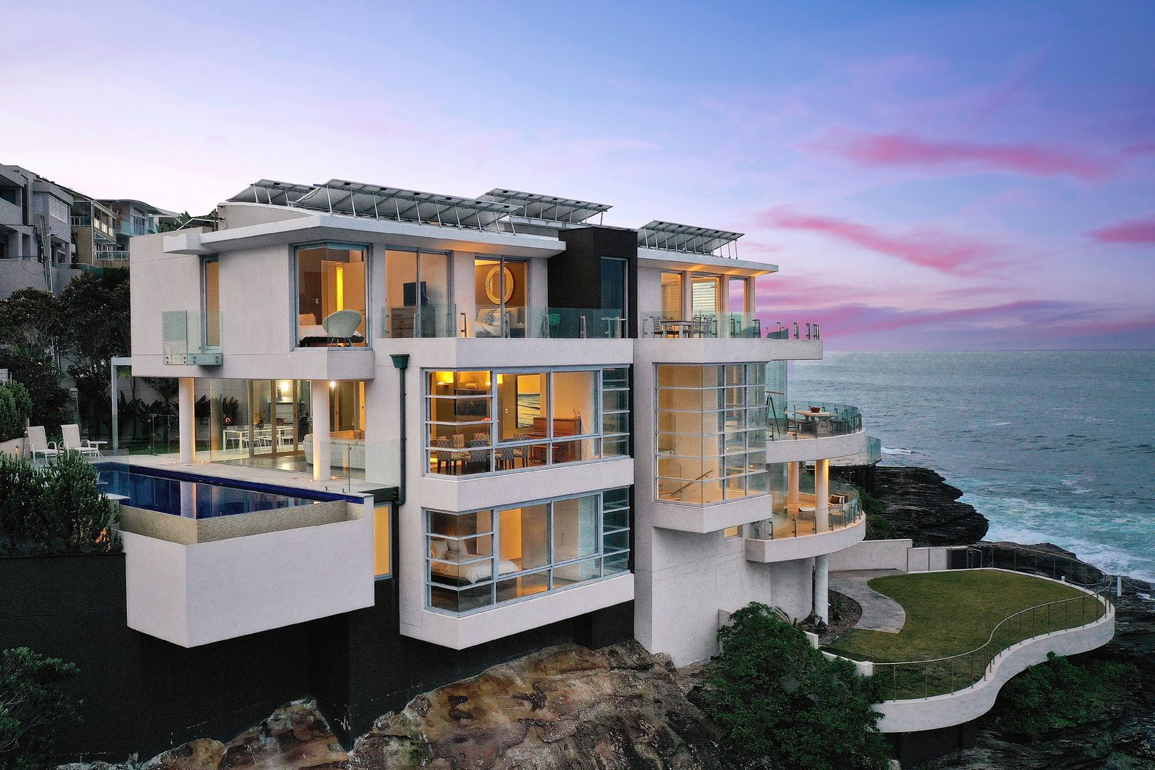 Inside the Sydney house on a cliff set to break $14m record