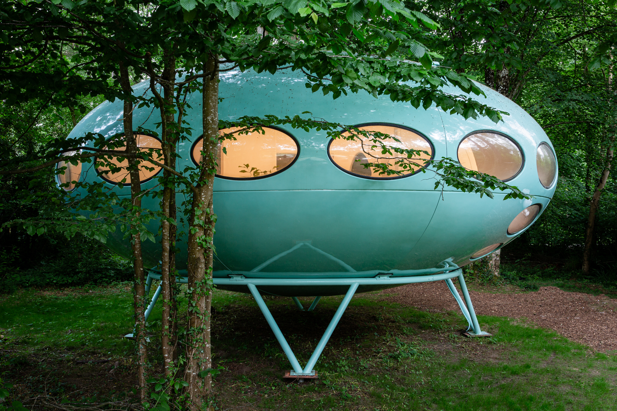 1960s Futuro House restored in Marston Park padstyle.com