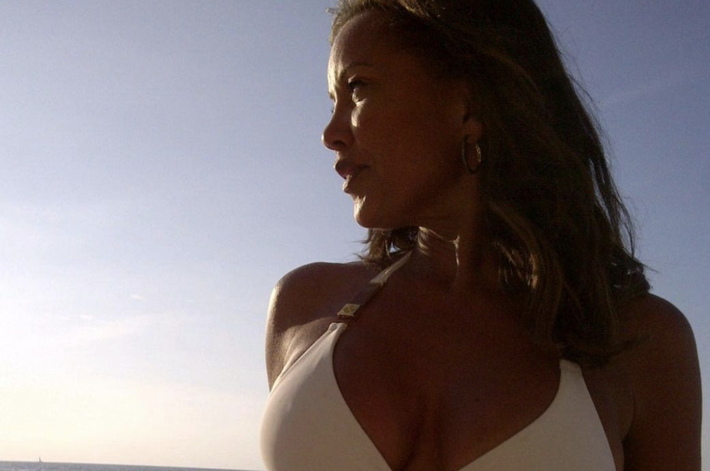 Vanessa Williams is 'legendary' as she shows off toned abs in bikini: 'Are we doing bikini shots in our early 50s?'