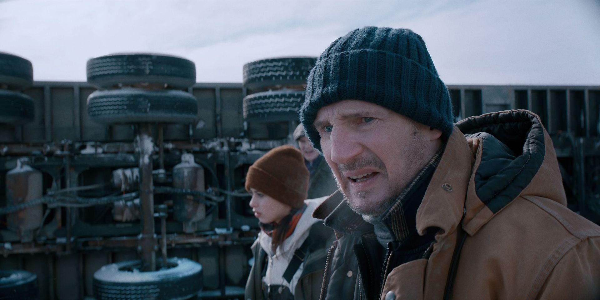 亿万巨星连恩尼逊在新片《疾冻救援》正义感十足,组成紧急救难队,要救出受困矿工