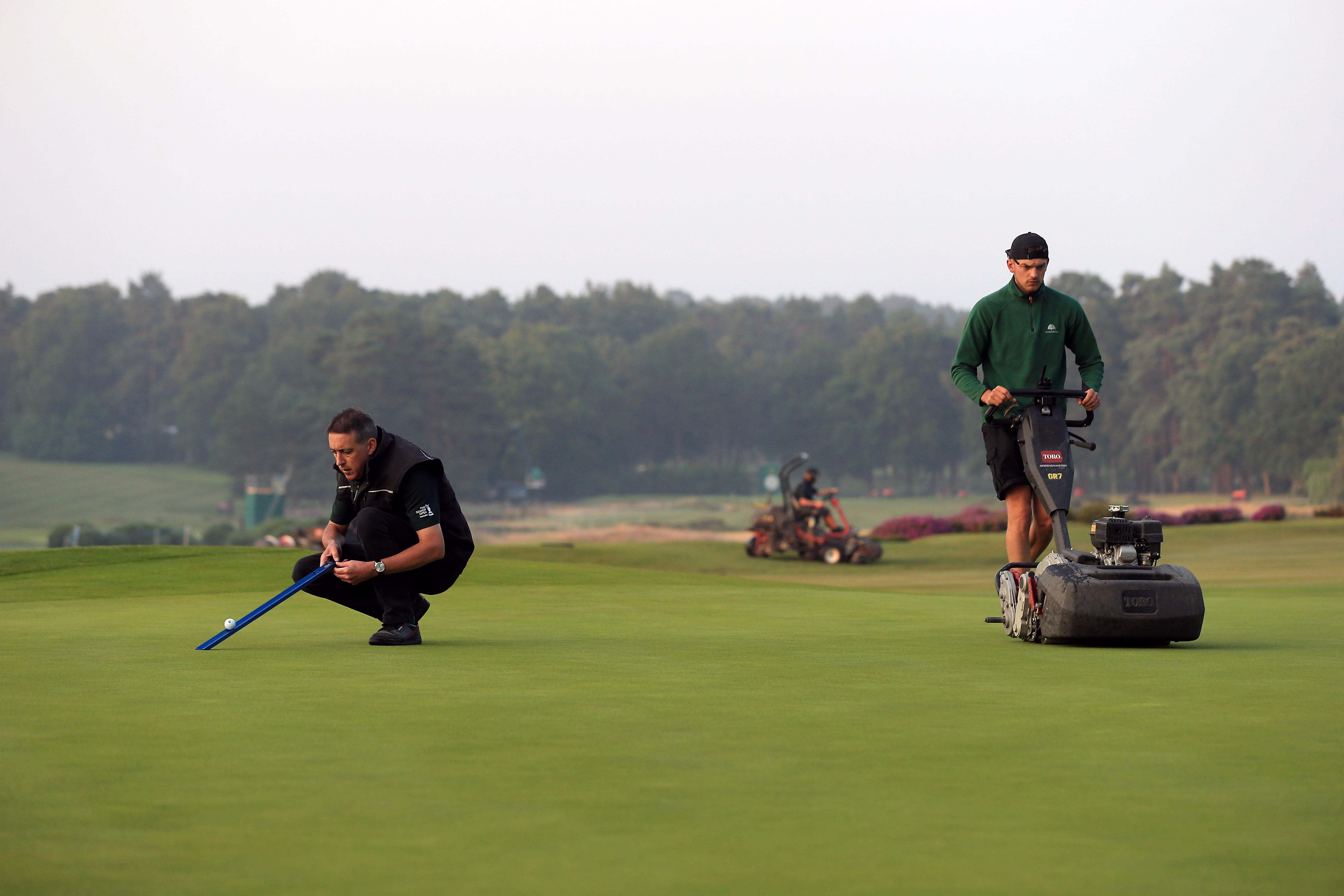 <p>SUNNINGDALE, ENGLAND - JULY 22: Ground staff prepare the 18th green ahead of the first day of The Senior Open Presented by Rolex at Sunningdale Golf Club on July 22, 2021 in Sunningdale, England. (Photo by Stephen Pond/Getty Images)</p>