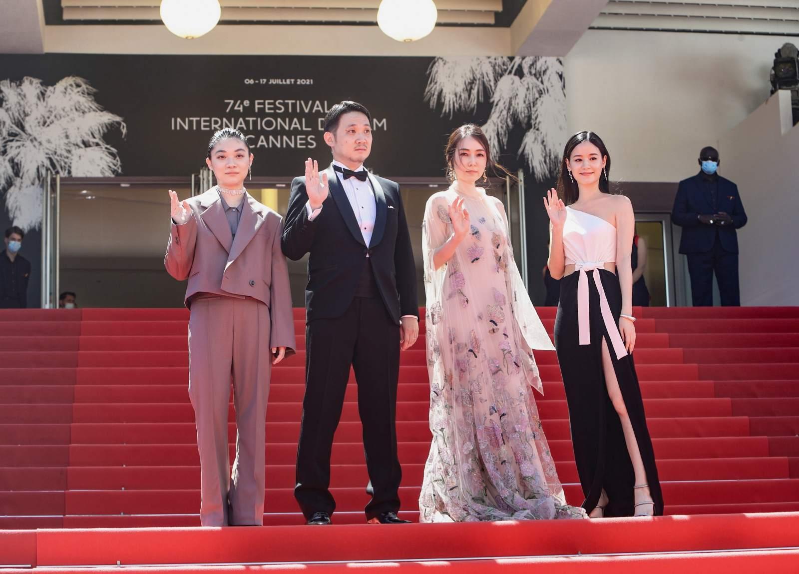 (由左至右)三浦透子、导演滨口龙介、雾岛丽香、袁子芸。(图/祖与占提供)