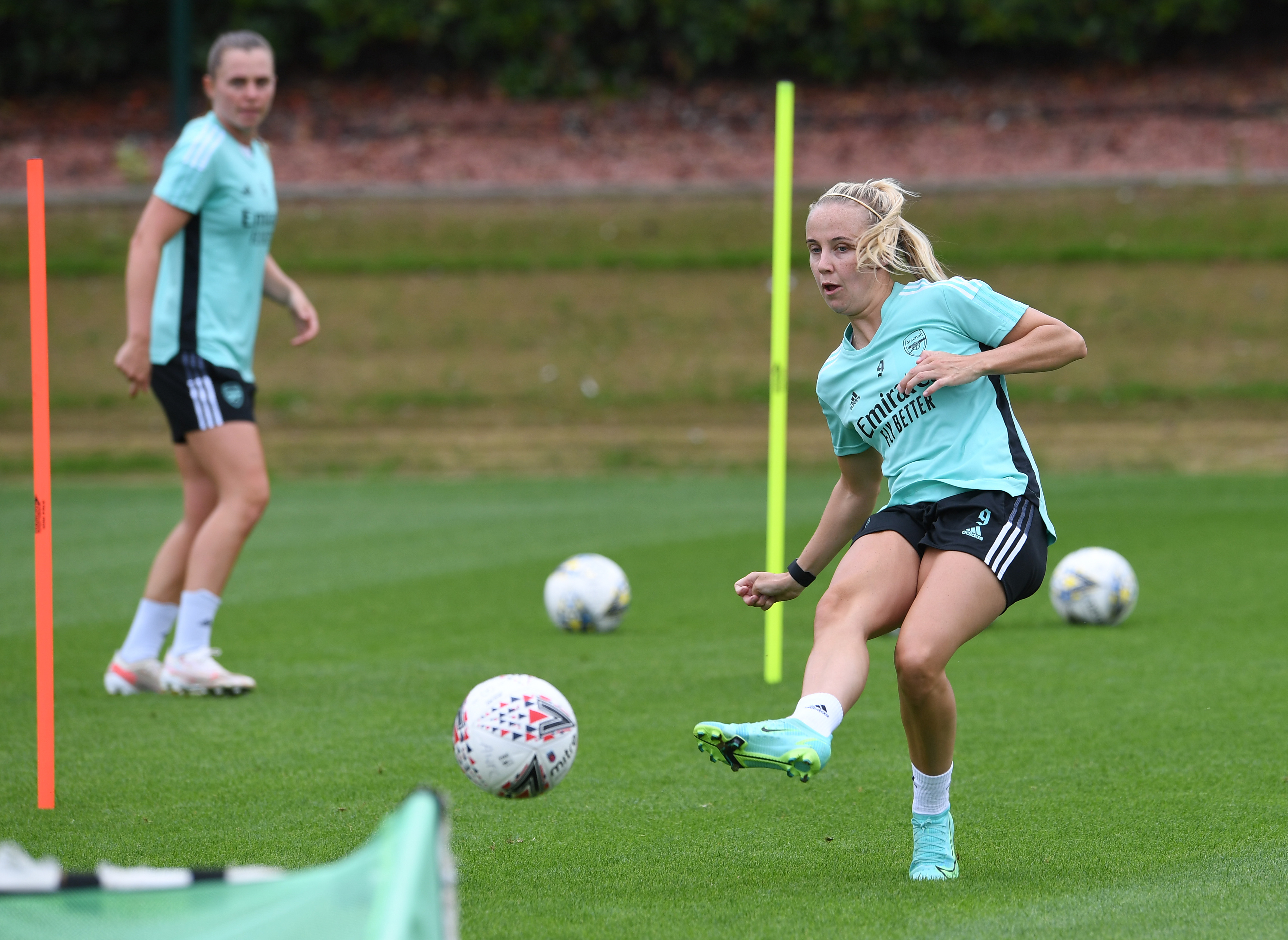 <p>ST ALBANS, ENGLAND - JULY 12: Beth Mead of Arsenal during the Arsenal Women training session at London Colney on July 12, 2021 in St Albans, England. (Photo by David Price/Arsenal FC via Getty Images)</p>