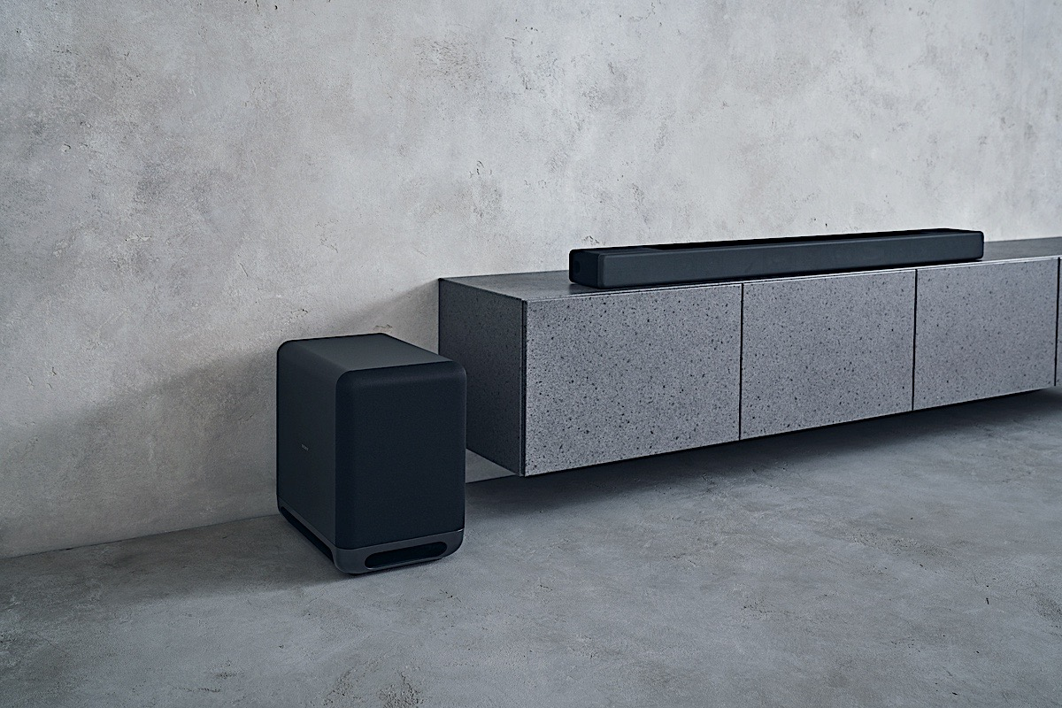 <p>Sony HT-A7000 soundbar, SA-SW5 subwoofer, SA-SW3 subwoofer and SA-RS3S speakers.</p>