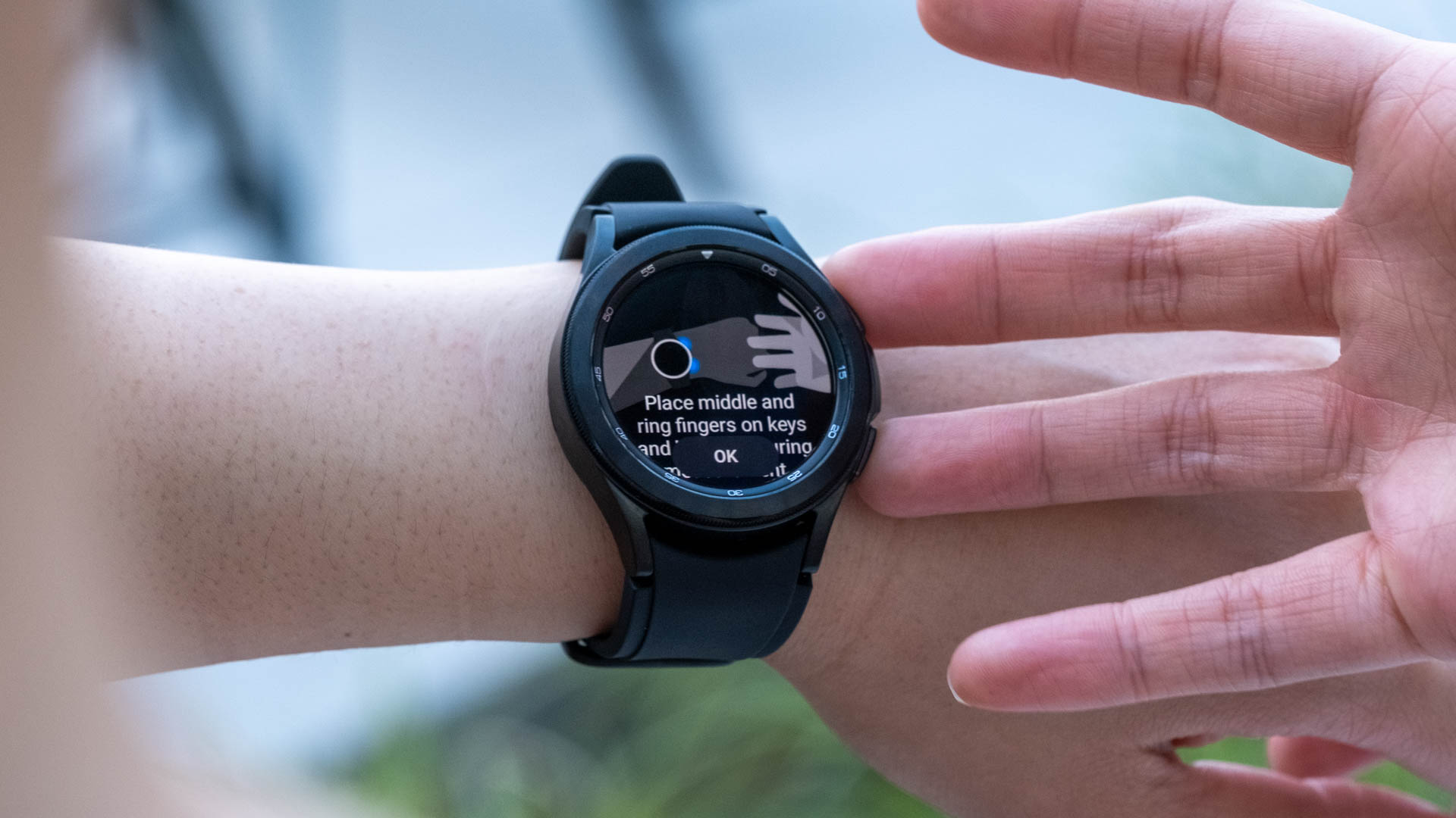 Taking a body composition reading on the Samsung Galaxy Watch 4