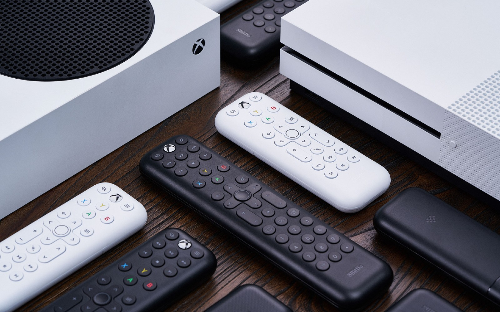 8BitDo made a pair of affordable media remotes for the Xbox Series X/S