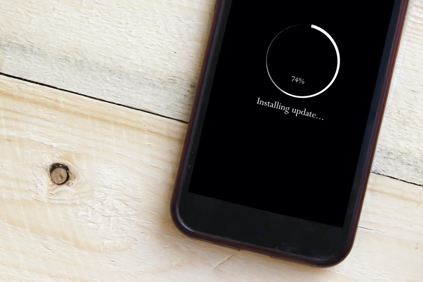 在智能手機上安裝更新