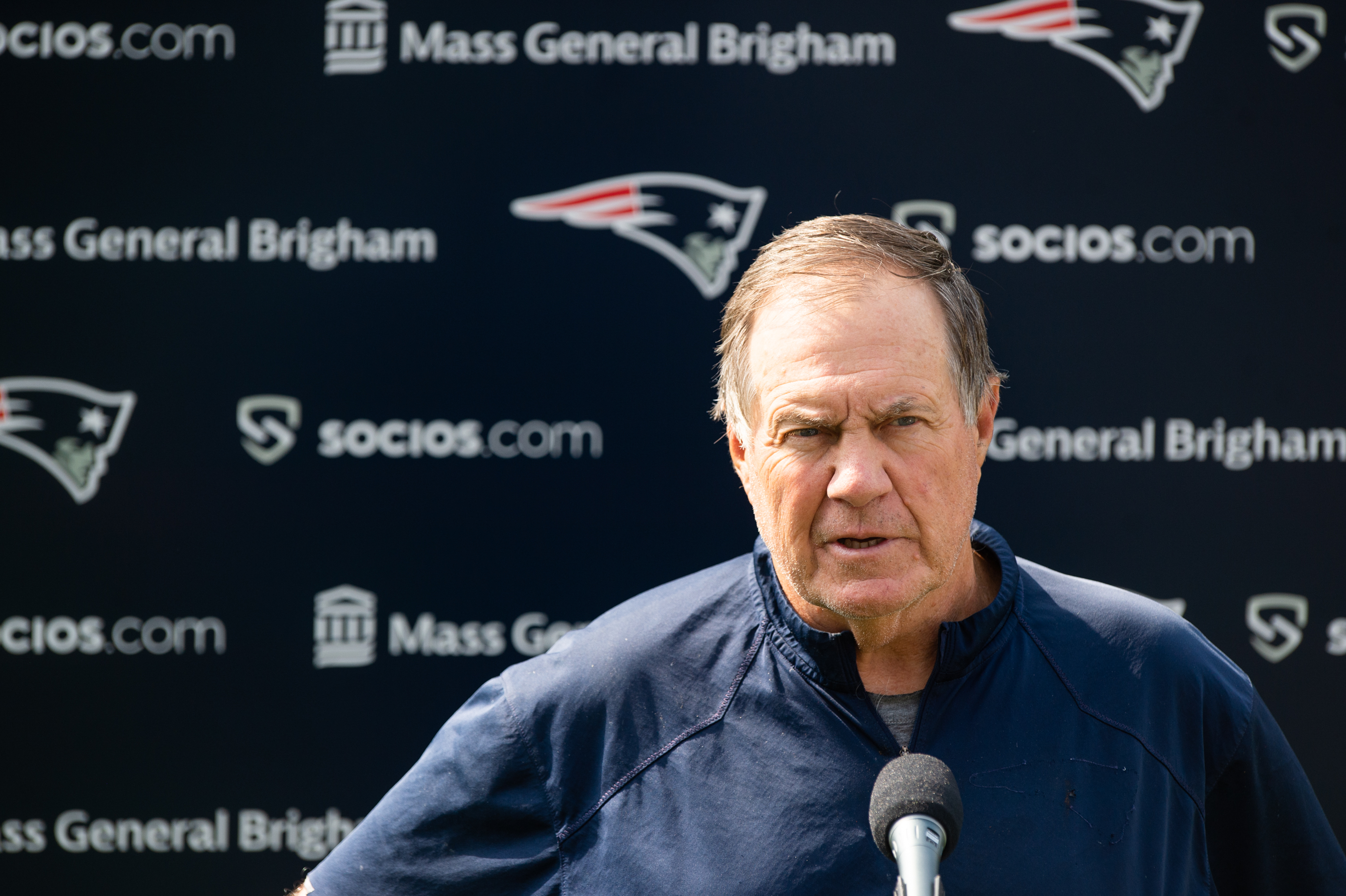 Bill Belichick answers long snapper question with 9-minute, 1,500-word football history lecture