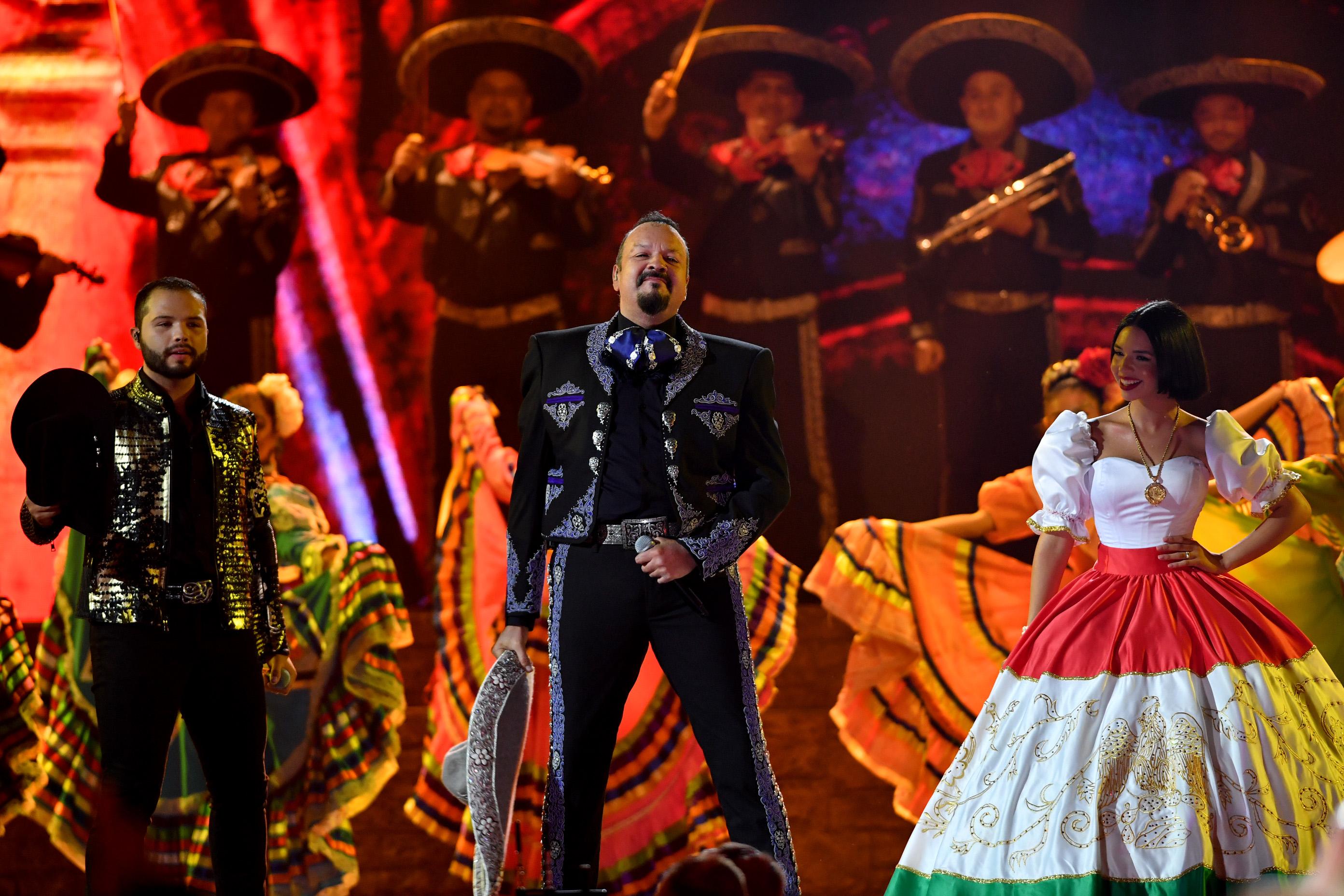 La injusticia de que Pepe y Ángela Aguilar tengan que defender su mexicanidad