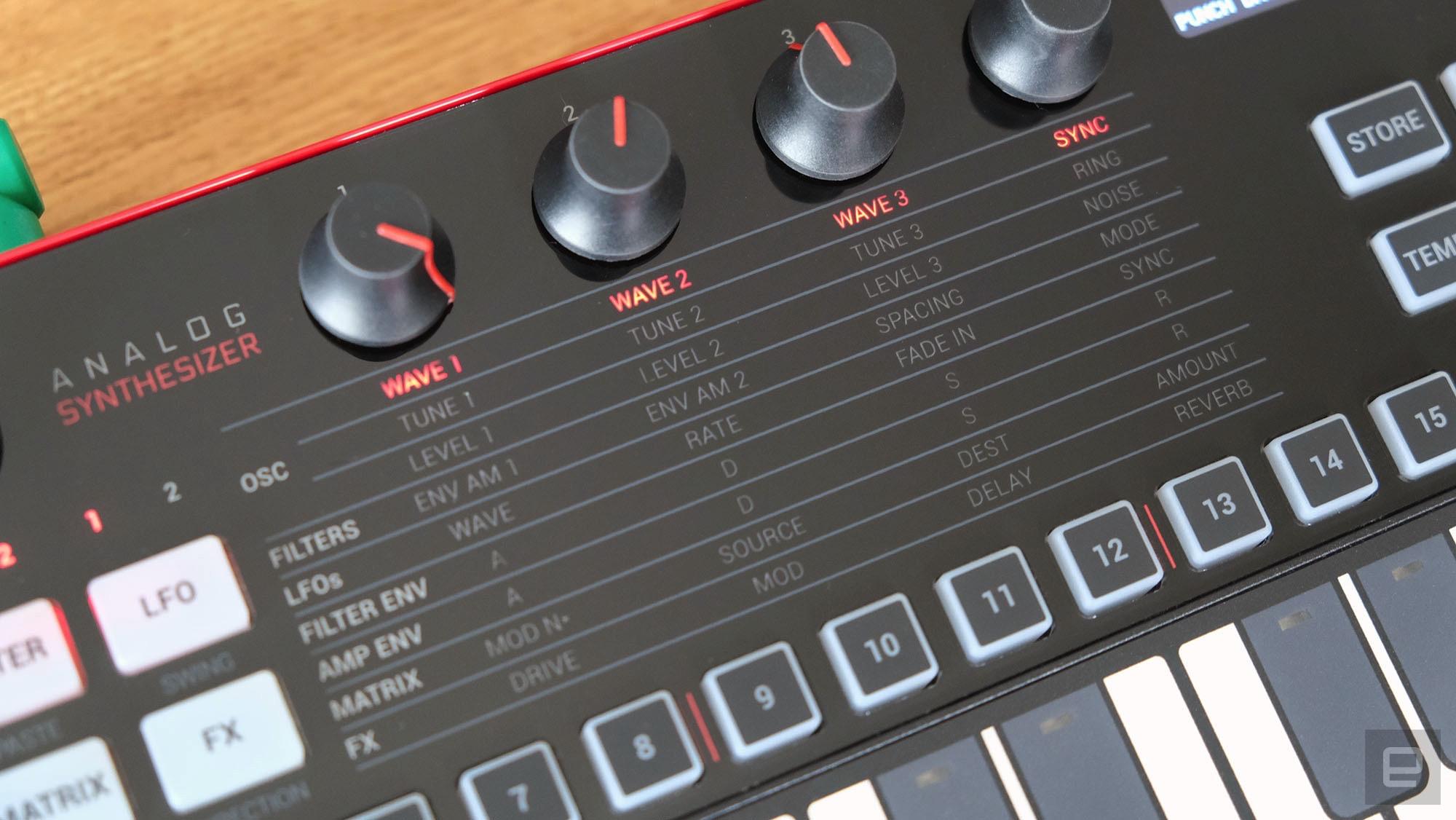 IK Multimedia Uno Synth Pro Desktop