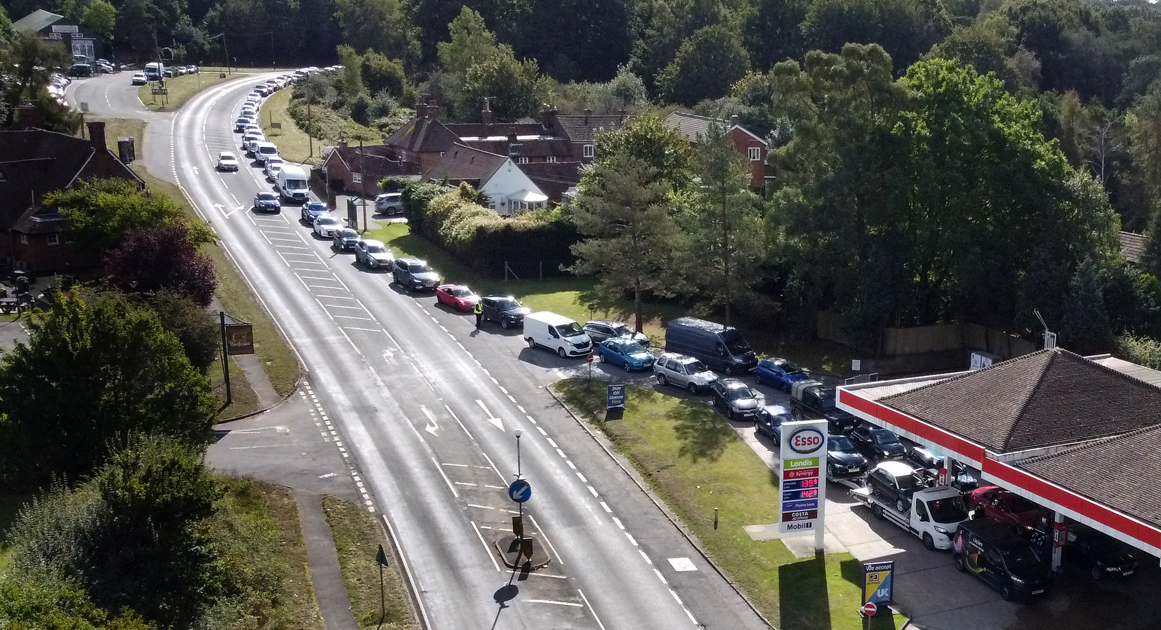 <p>Motorists queue for fuel at a petrol station in Ashford, Kent. Picture date: Wednesday September 29, 2021.</p>