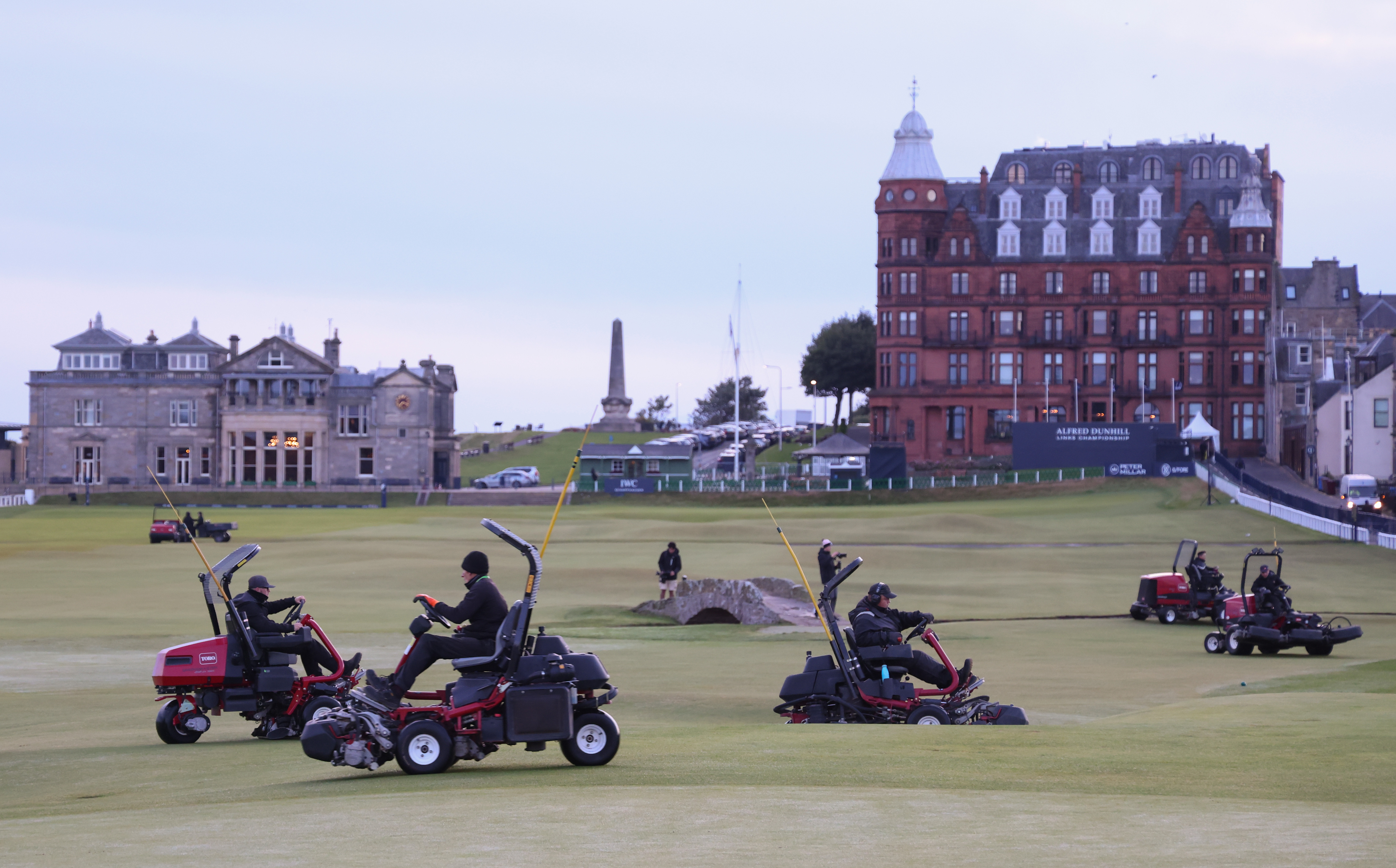 <p>ST ANDREWS, SCOTLAND - SEPTEMBER 29: Greenkeepers prepare the course before a practice round ahead of The Alfred Dunhill Links Championship at The Old Course on September 29, 2021 in St Andrews, Scotland. (Photo by Richard Heathcote/Getty Images)</p>